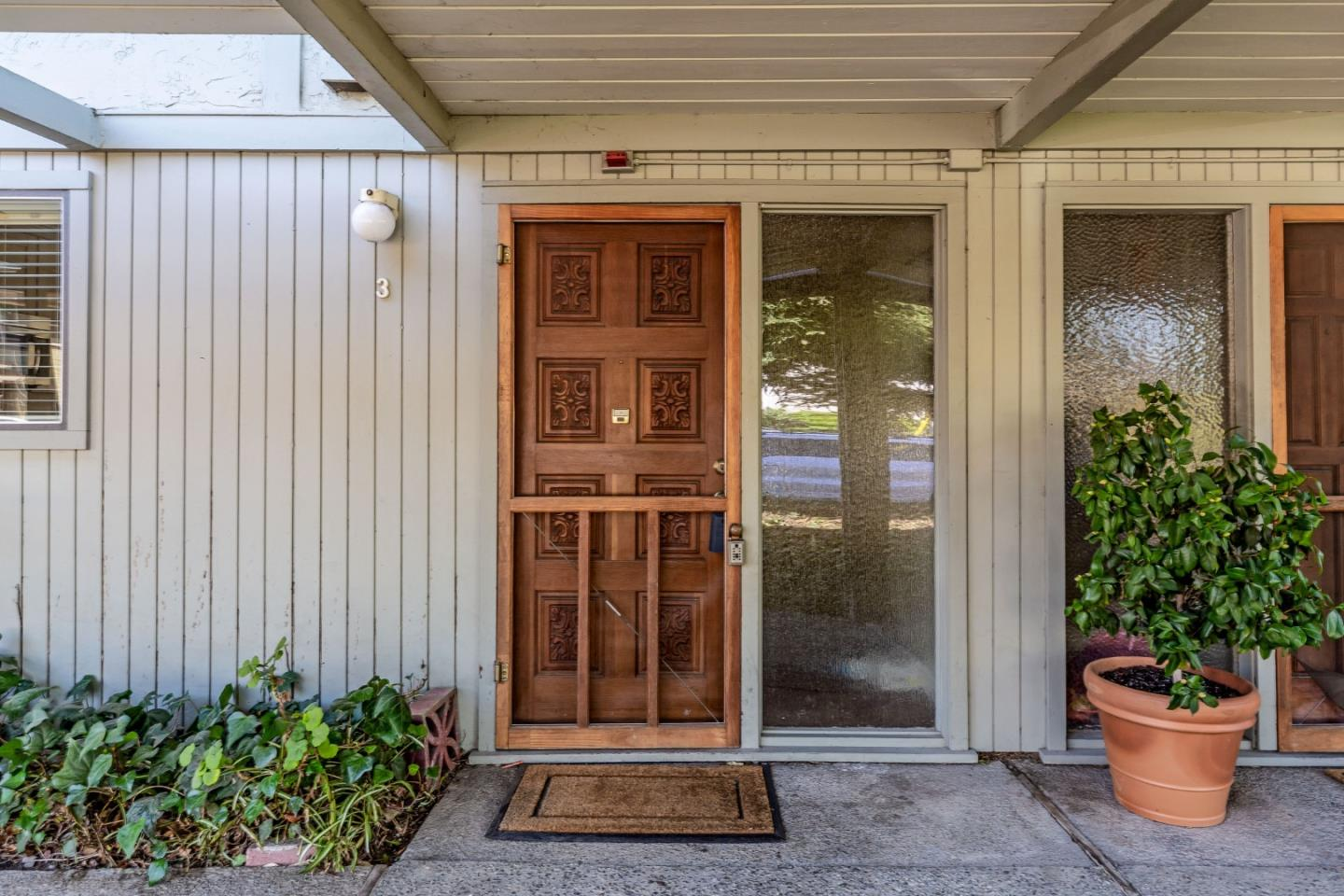 Detail Gallery Image 1 of 1 For 2047 Montecito Ave #3,  Mountain View,  CA 94043 - 2 Beds | 1/1 Baths