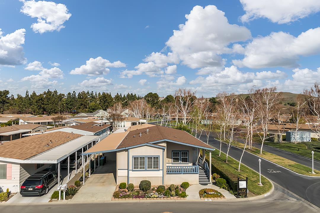 Detail Gallery Image 1 of 44 For 491 Millpond #491,  San Jose,  CA 95125 - 3 Beds | 2 Baths