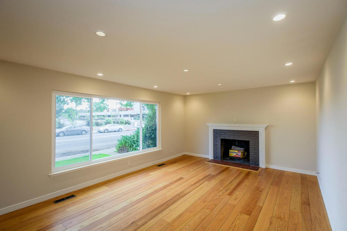 Detail Gallery Image 1 of 22 For 20 W 5th Ave, San Mateo,  CA 94402 - 2 Beds | 1/1 Baths