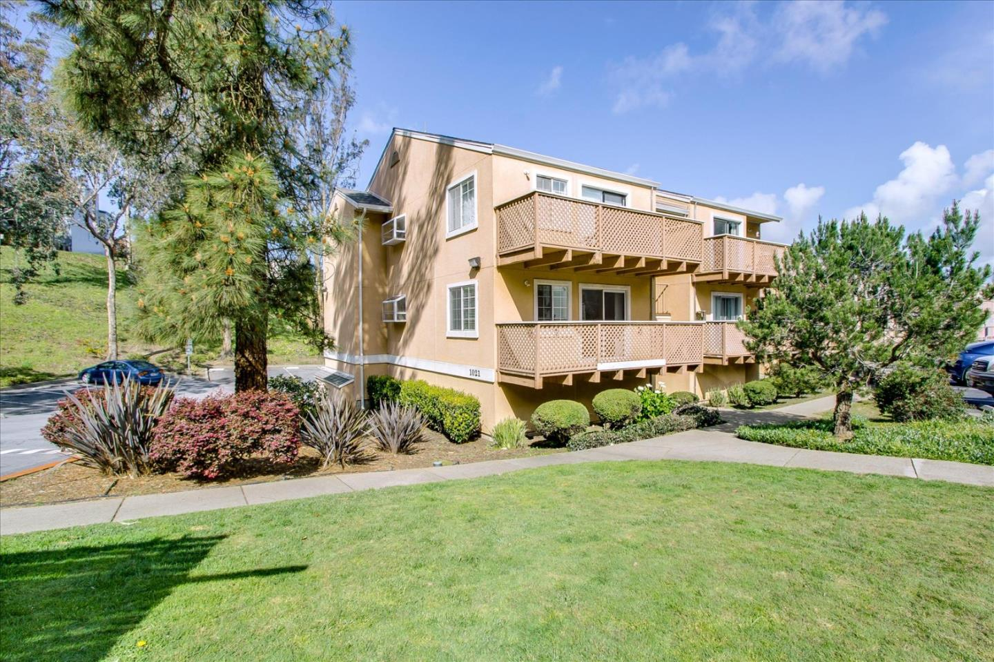 Detail Gallery Image 1 of 1 For 1021 San Luis Cir #615,  Daly City,  CA 94014 - 2 Beds | 2 Baths