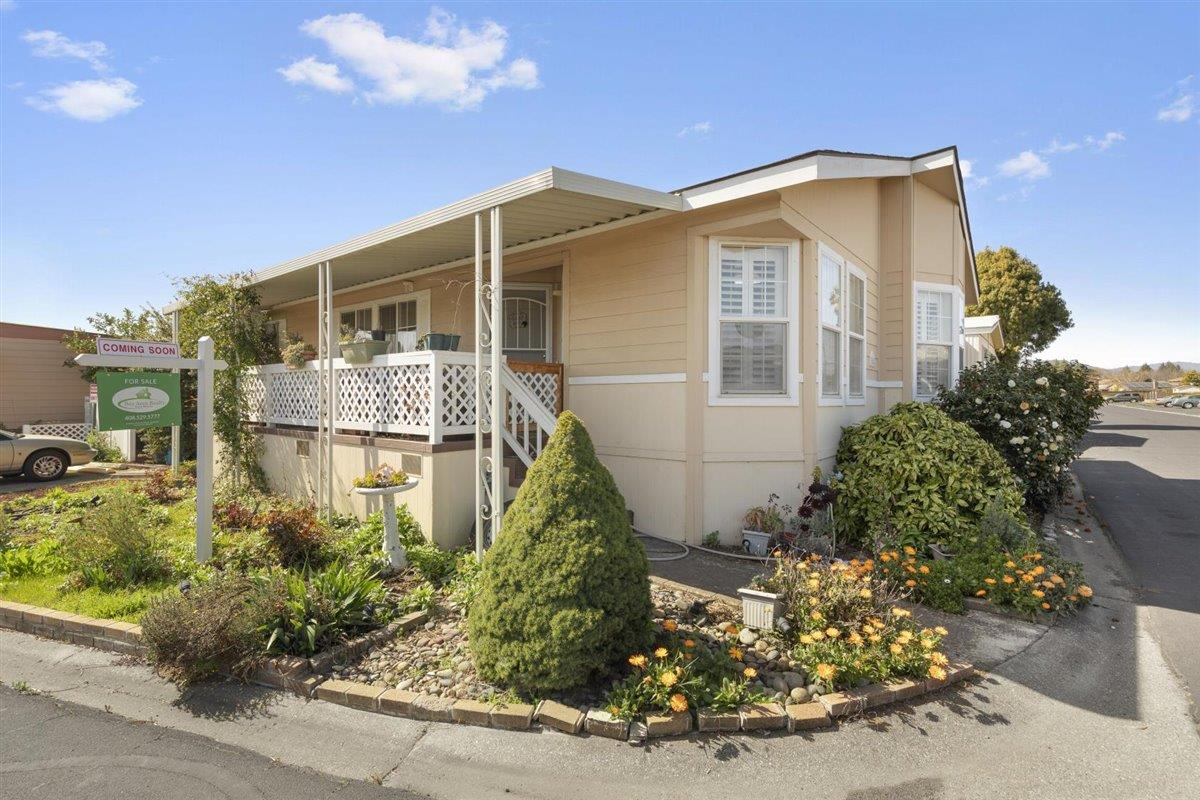 Detail Gallery Image 1 of 20 For 500 W 10th Street #154,  Gilroy,  CA 95020 - 3 Beds | 2 Baths