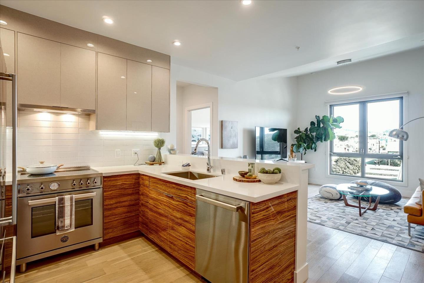 Detail Gallery Image 1 of 45 For 3535 Wawona St #515,  San Francisco,  CA 94116 - 2 Beds | 2 Baths