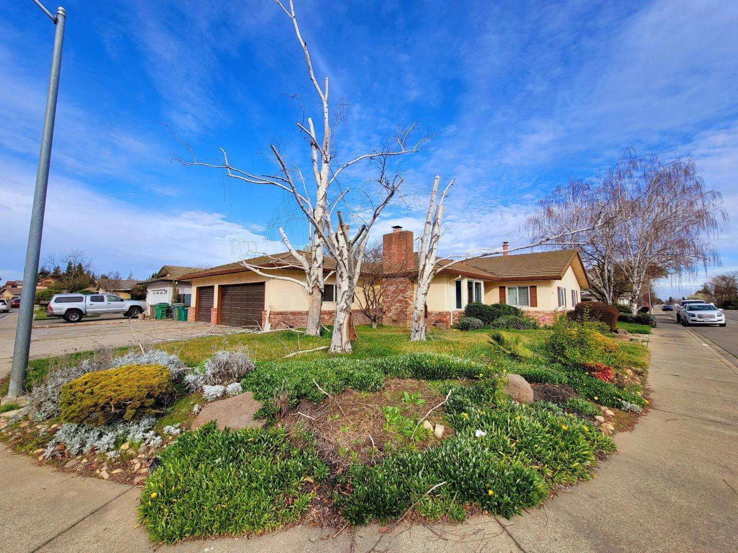 Detail Gallery Image 1 of 22 For 2227 W Vine St, Lodi,  CA 95242 - 3 Beds   2 Baths