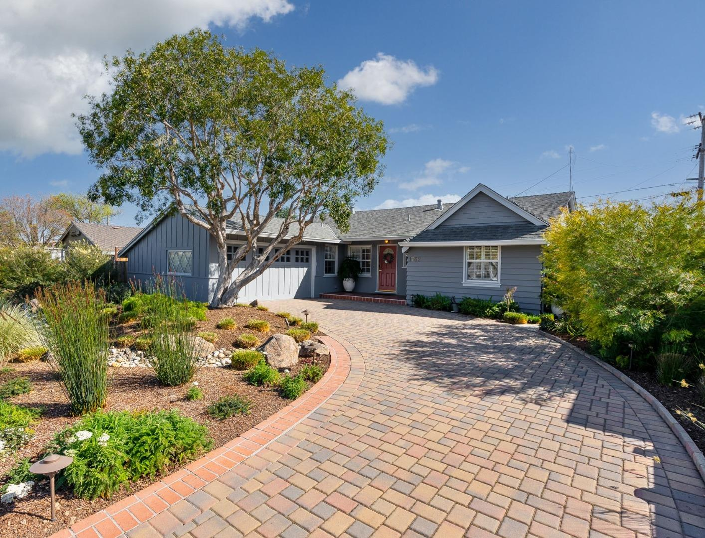 Detail Gallery Image 1 of 1 For 1752 Ledgewood Dr, San Jose,  CA 95124 - 3 Beds | 2 Baths