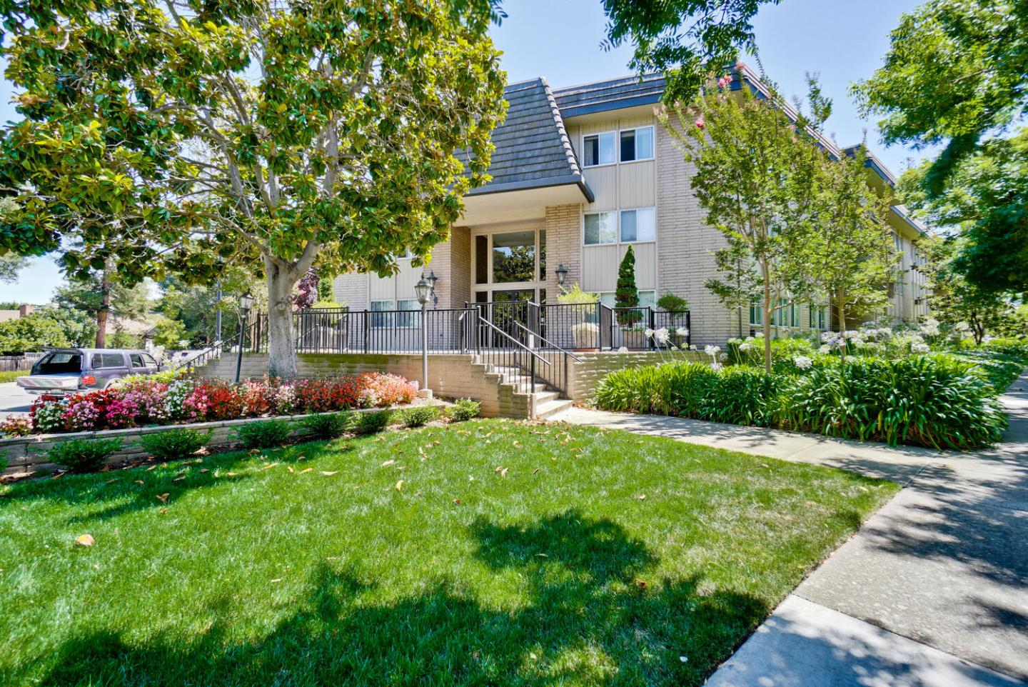 Detail Gallery Image 1 of 1 For 150 W Edith Ave #9,  Los Altos,  CA 94022 - 3 Beds   2 Baths