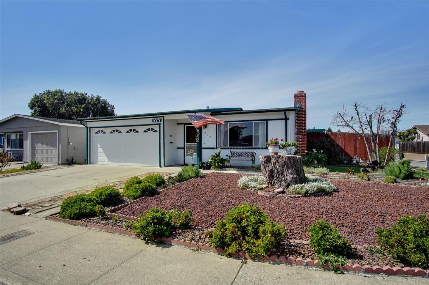 Detail Gallery Image 1 of 24 For 577 Cedar Dr, Watsonville,  CA 95076 - 2 Beds | 2 Baths
