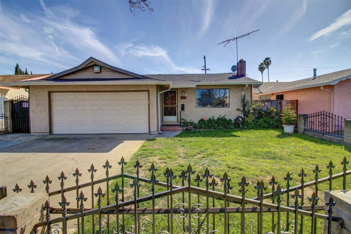 Detail Gallery Image 1 of 1 For 2572 Bambi Ln, San Jose,  CA 95116 - 3 Beds | 2 Baths