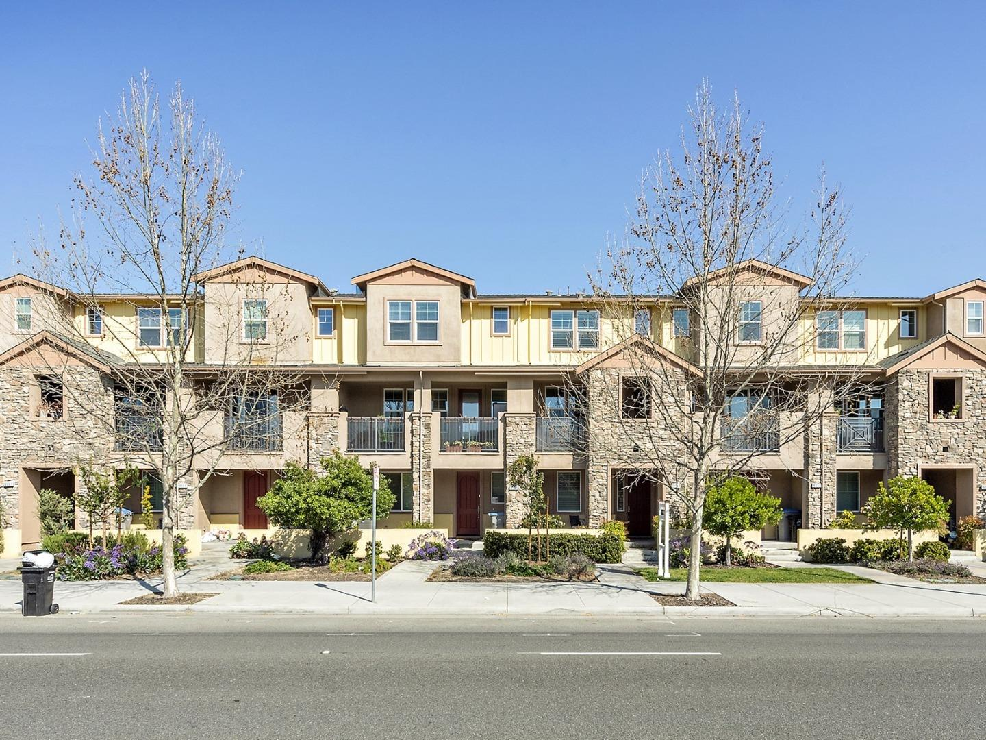 Detail Gallery Image 1 of 23 For 1653 Hillsdale Ave #4,  San Jose,  CA 95124 - 3 Beds | 3 Baths