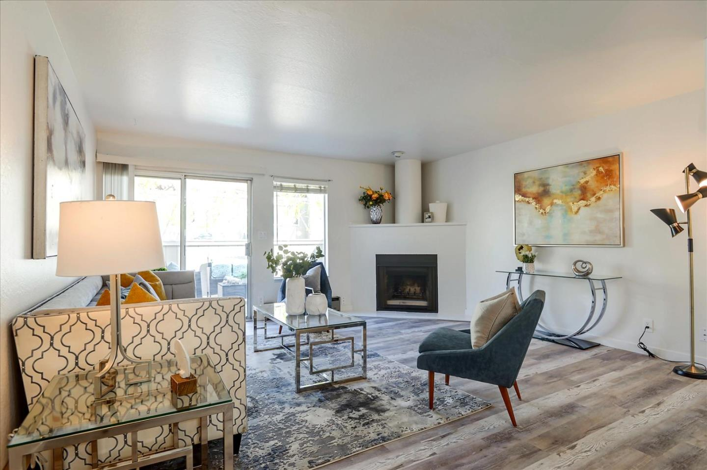 Detail Gallery Image 1 of 27 For 165 E Okeefe St #12,  Menlo Park,  CA 94025 - 2 Beds | 1/1 Baths
