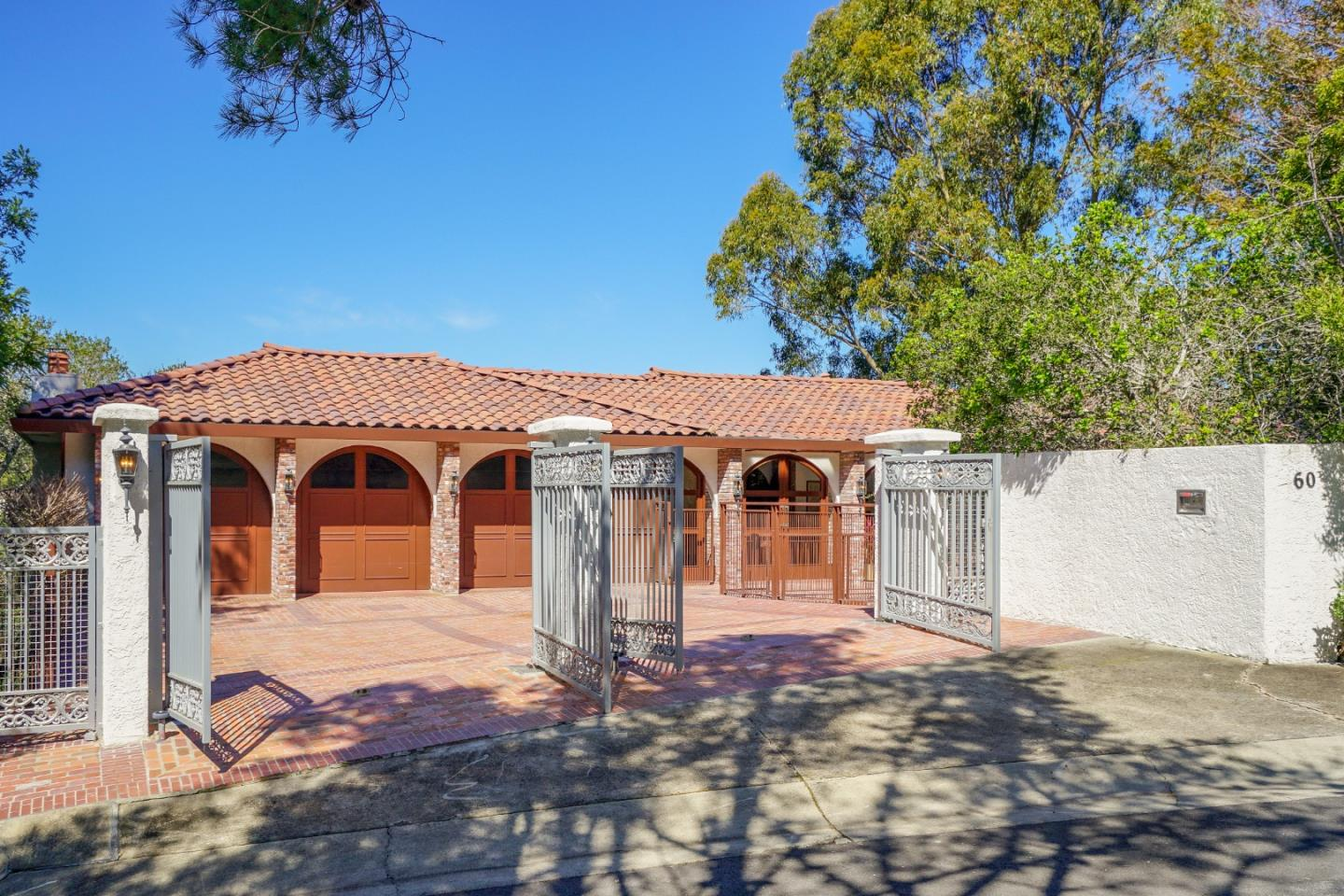 Detail Gallery Image 1 of 75 For 60 Lookout Rd, Hillsborough,  CA 94010 - 5 Beds | 3/1 Baths