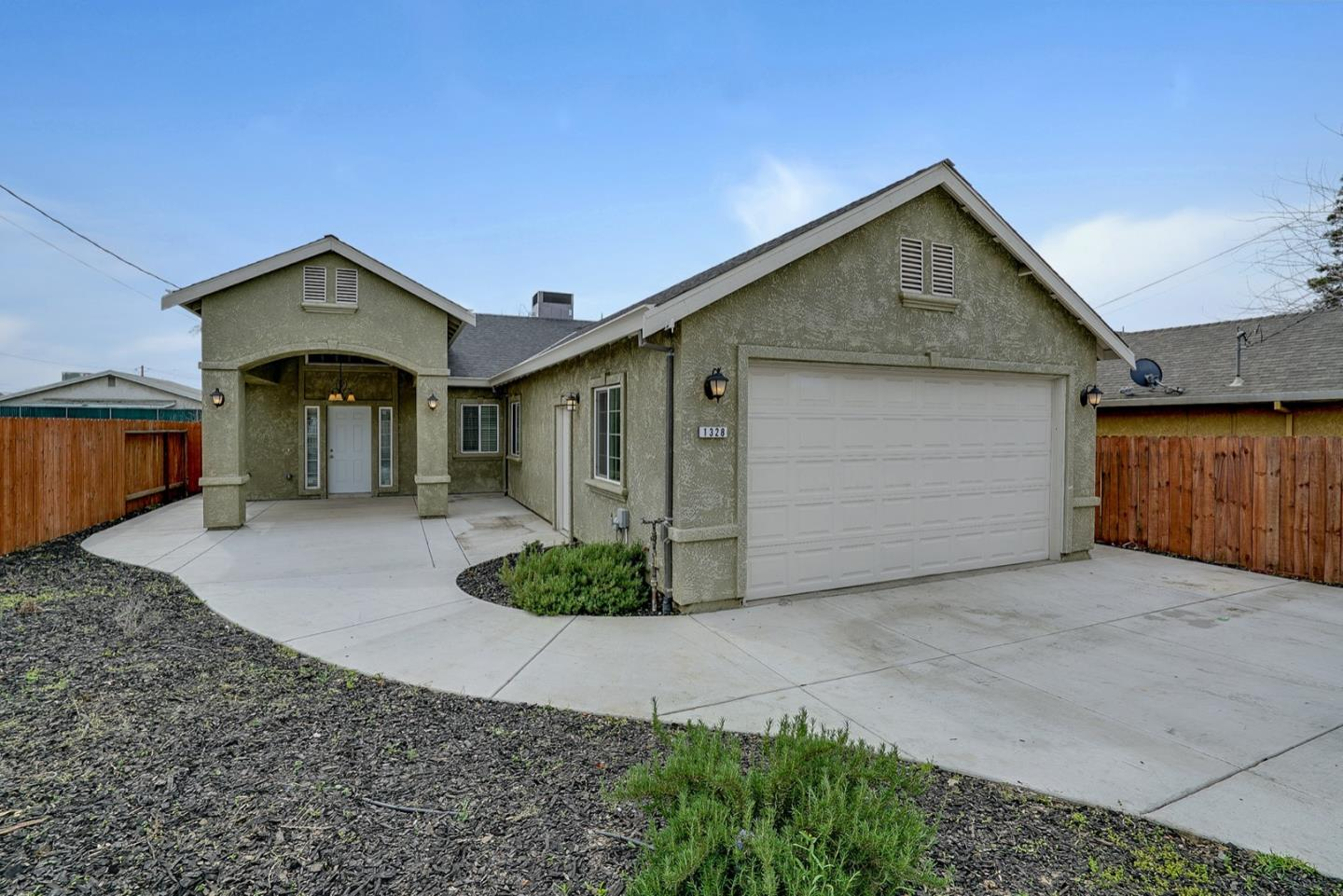 Detail Gallery Image 1 of 1 For 1328 Monterey Ave, Modesto,  CA 95354 - 3 Beds | 2 Baths