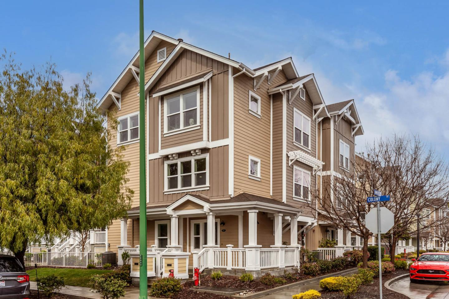Detail Gallery Image 1 of 1 For 1921 Newbury Dr, Mountain View,  CA 94043 - 2 Beds | 2/1 Baths