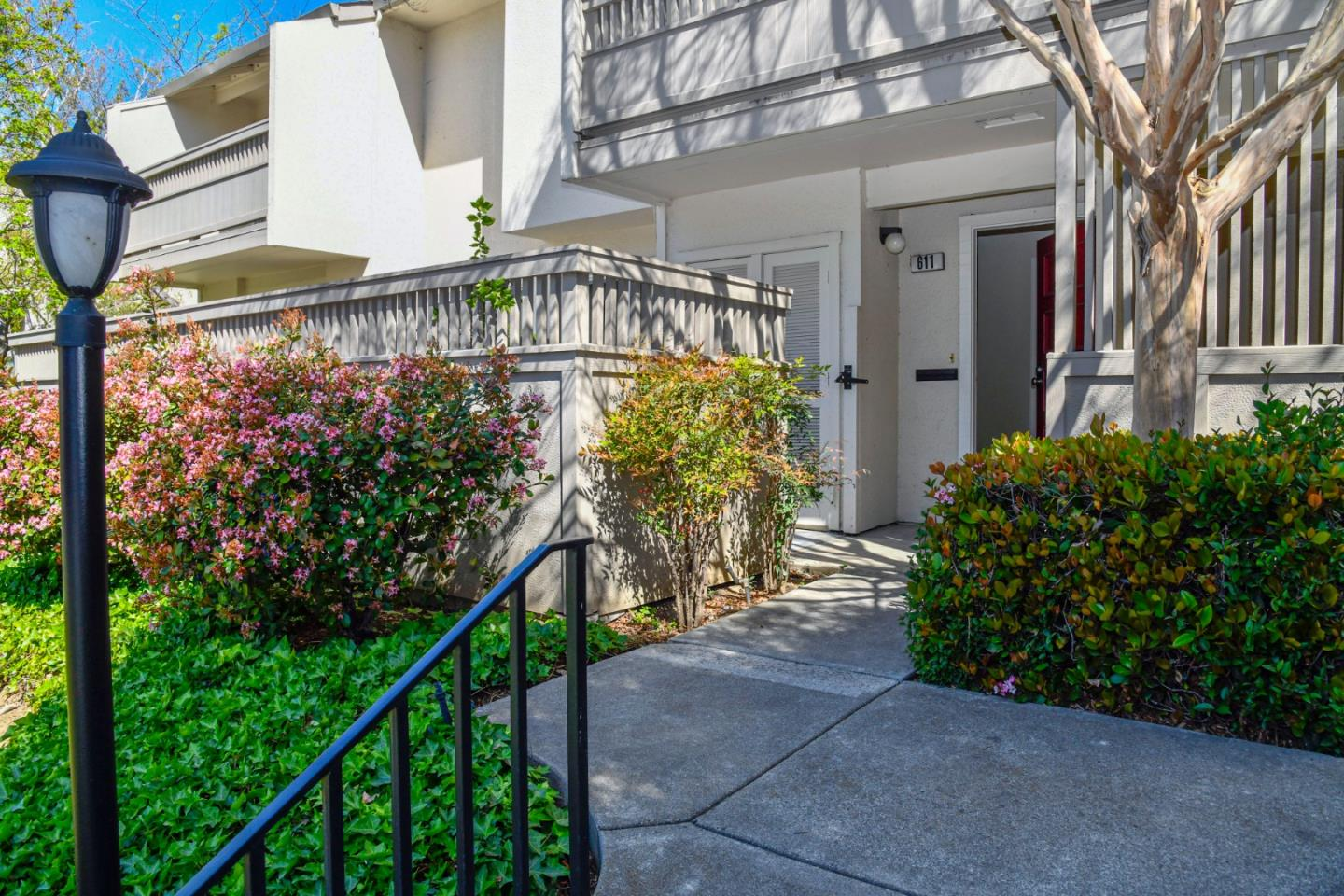 Detail Gallery Image 1 of 25 For 611 N Garland Ter, Sunnyvale,  CA 94086 - 3 Beds   2/1 Baths