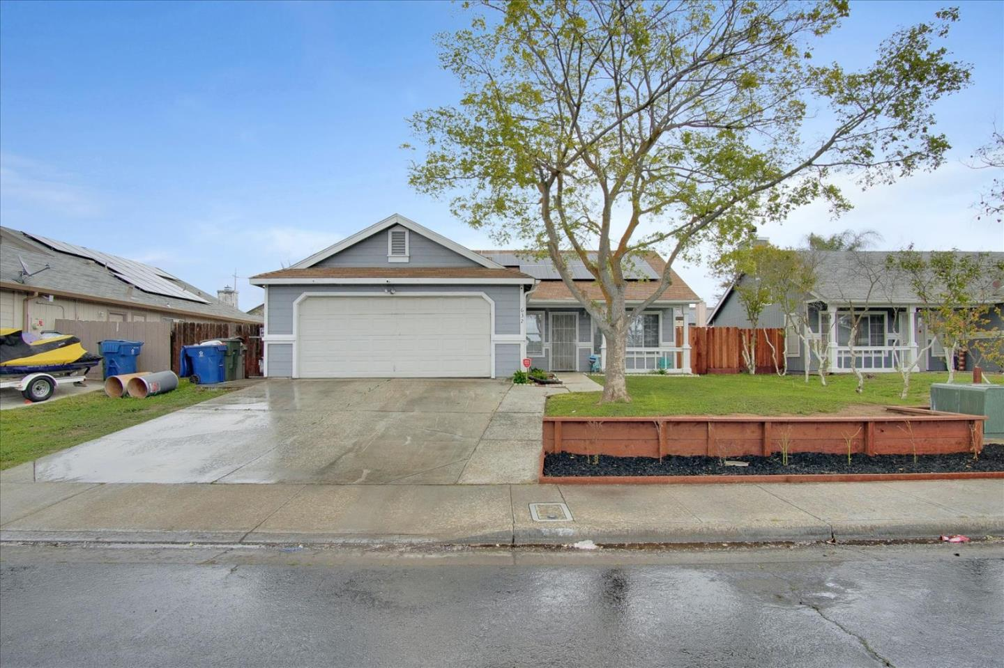 Detail Gallery Image 1 of 32 For 632 Pismo Way, Los Banos,  CA 93635 - 3 Beds | 2 Baths