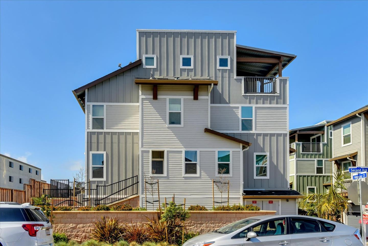 Detail Gallery Image 1 of 1 For 16 Hibiscus Ct, Daly City,  CA 94014 - 3 Beds   2/1 Baths