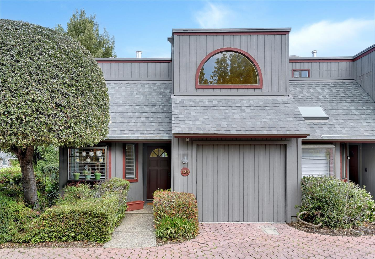 Detail Gallery Image 1 of 1 For 120 Amherst Ave, Menlo Park,  CA 94025 - 2 Beds | 2/1 Baths