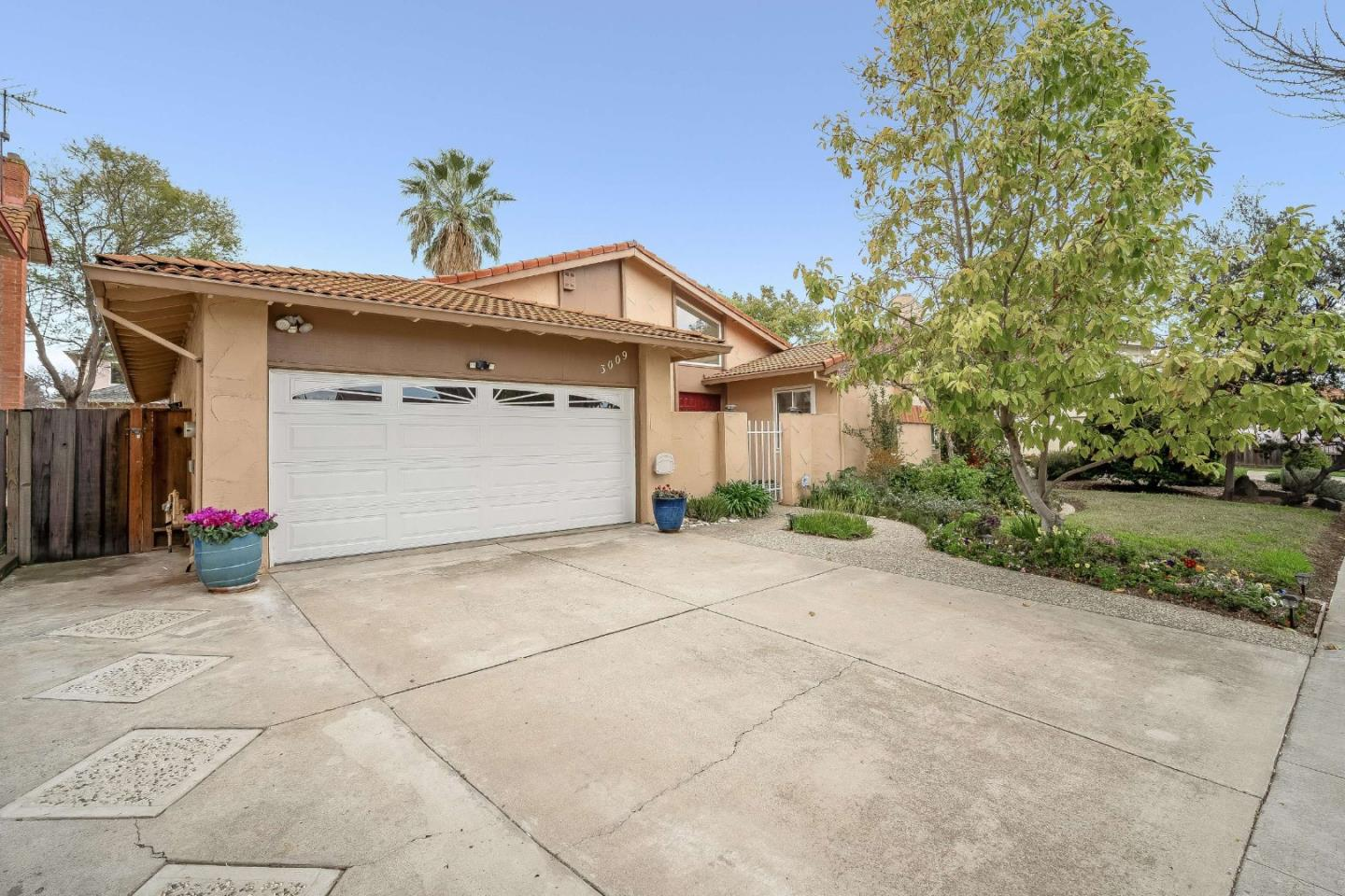 Detail Gallery Image 1 of 36 For 3009 Breen Ct, San Jose,  CA 95121 - 3 Beds | 2 Baths