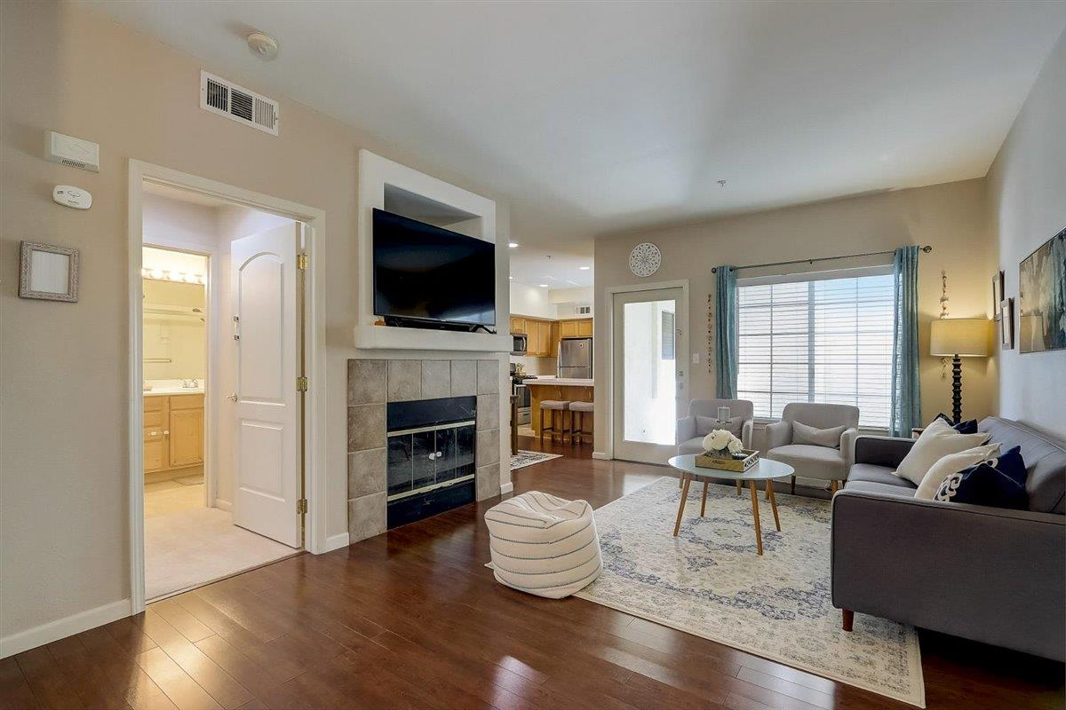 Detail Gallery Image 1 of 32 For 977 Avila Terraza 5r,  Fremont,  CA 94538 - 2 Beds | 2 Baths