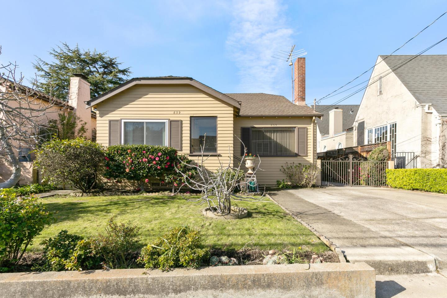 Detail Gallery Image 1 of 1 For 839 Crossway Rd, Burlingame,  CA 94010 - 3 Beds | 2 Baths