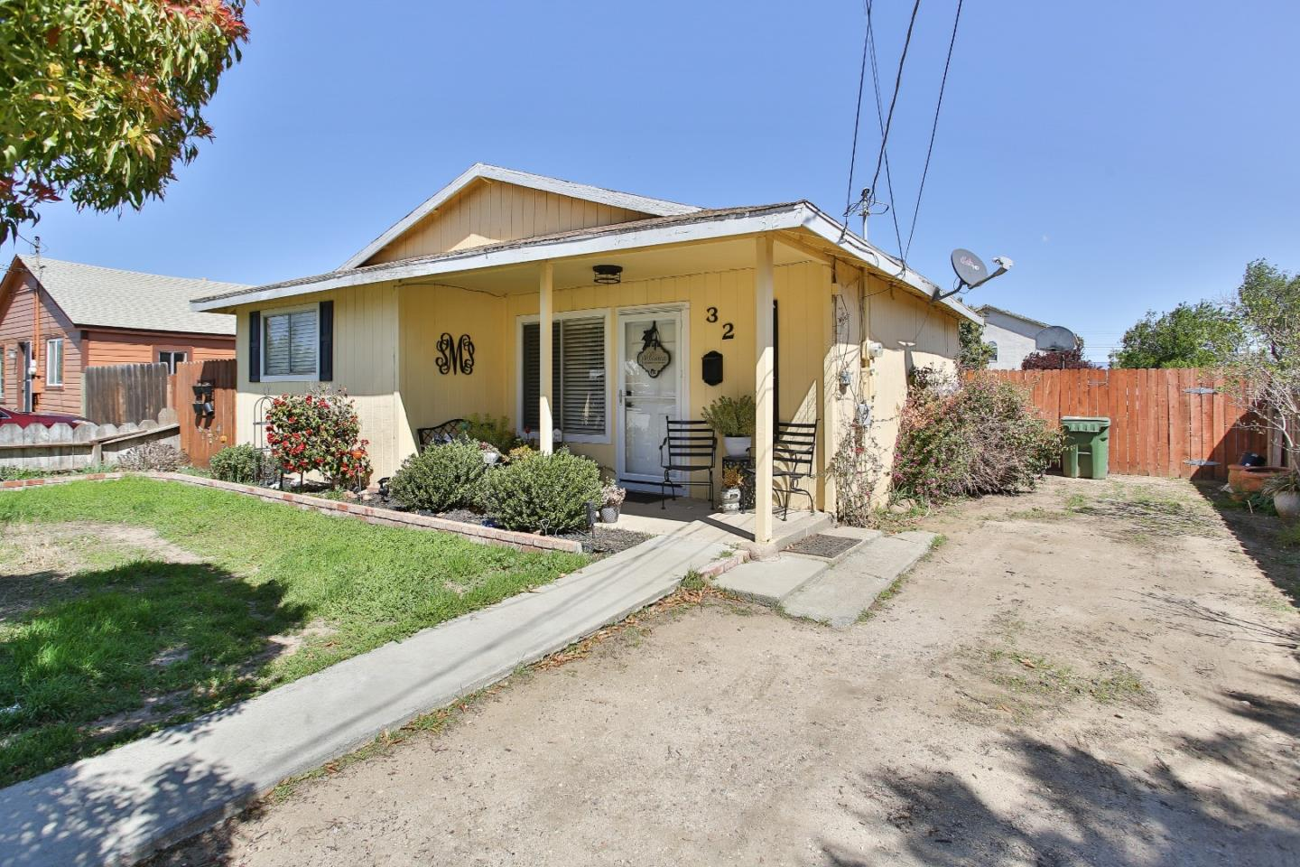 Detail Gallery Image 1 of 17 For 32 8th St, Greenfield,  CA 93927 - 2 Beds | 1 Baths
