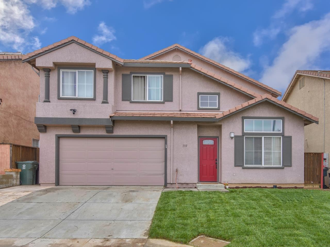 Detail Gallery Image 1 of 1 For 1331 Rhode Island St, Salinas,  CA 93905 - 5 Beds   3 Baths