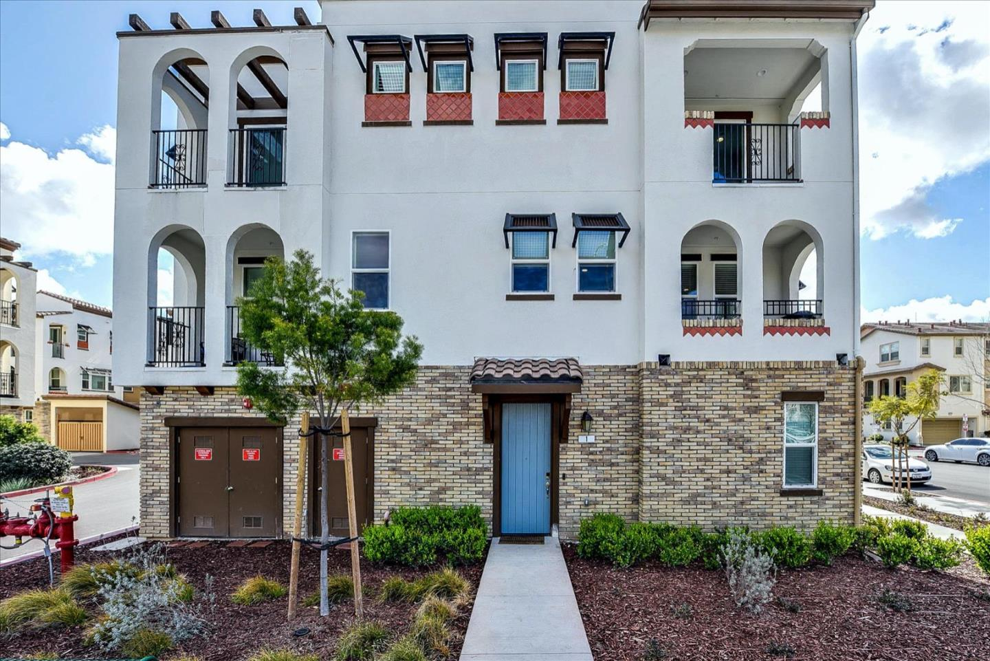 Detail Gallery Image 1 of 1 For 2726 Montecito Vista Way #1,  San Jose,  CA 95111 - 3 Beds | 3/1 Baths