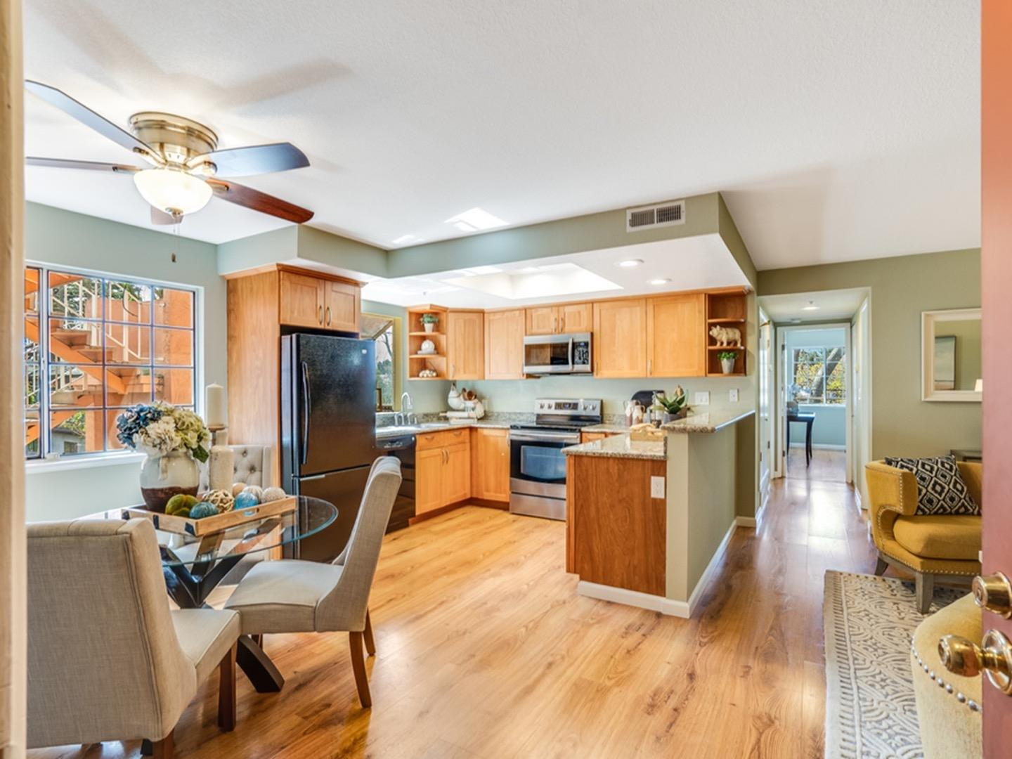 Detail Gallery Image 1 of 20 For 1721 California St #24,  Mountain View,  CA 94041 - 2 Beds | 2 Baths