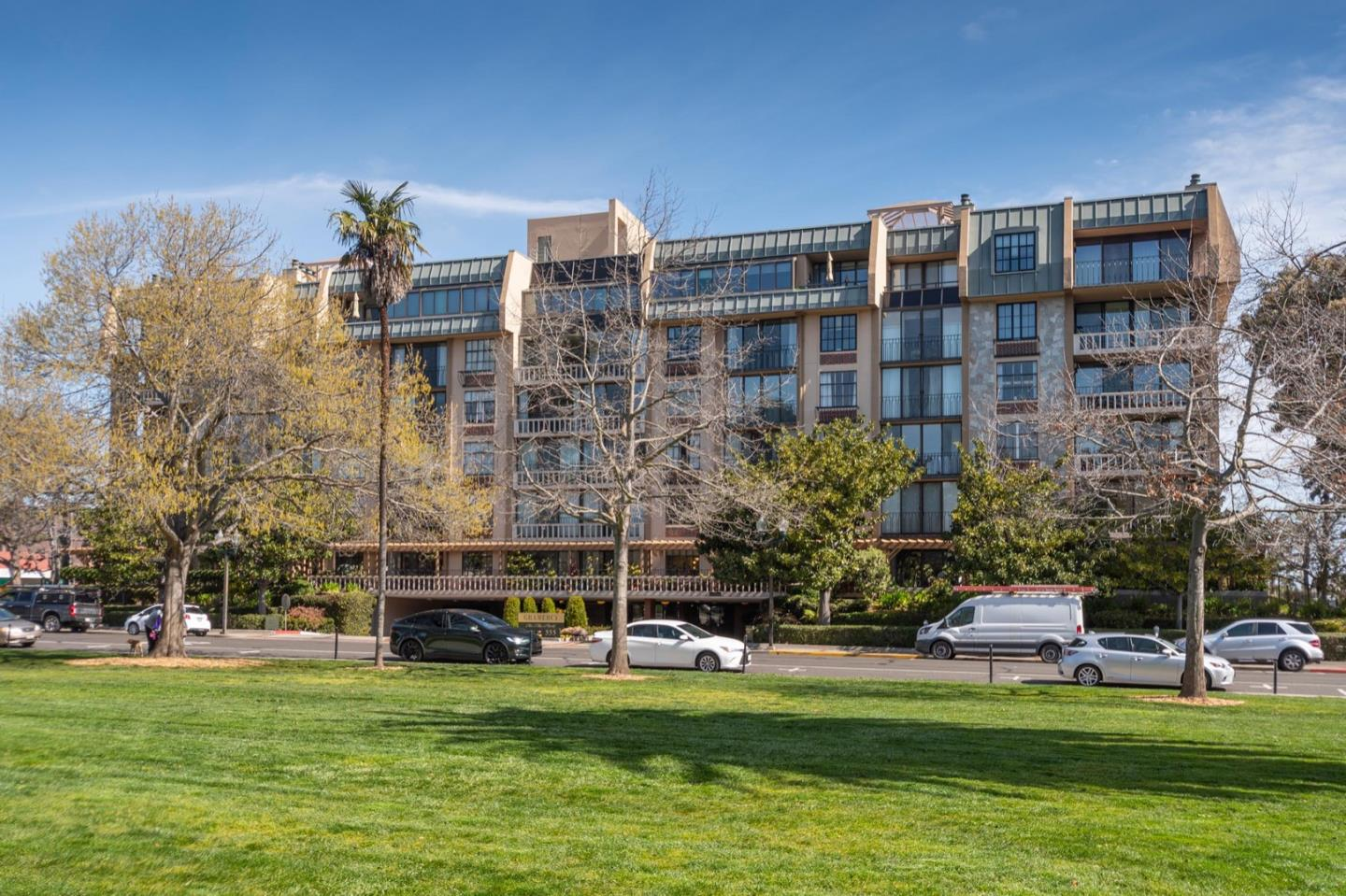 Detail Gallery Image 1 of 25 For 555 Laurel Ave #311,  San Mateo,  CA 94401 - 1 Beds | 2 Baths