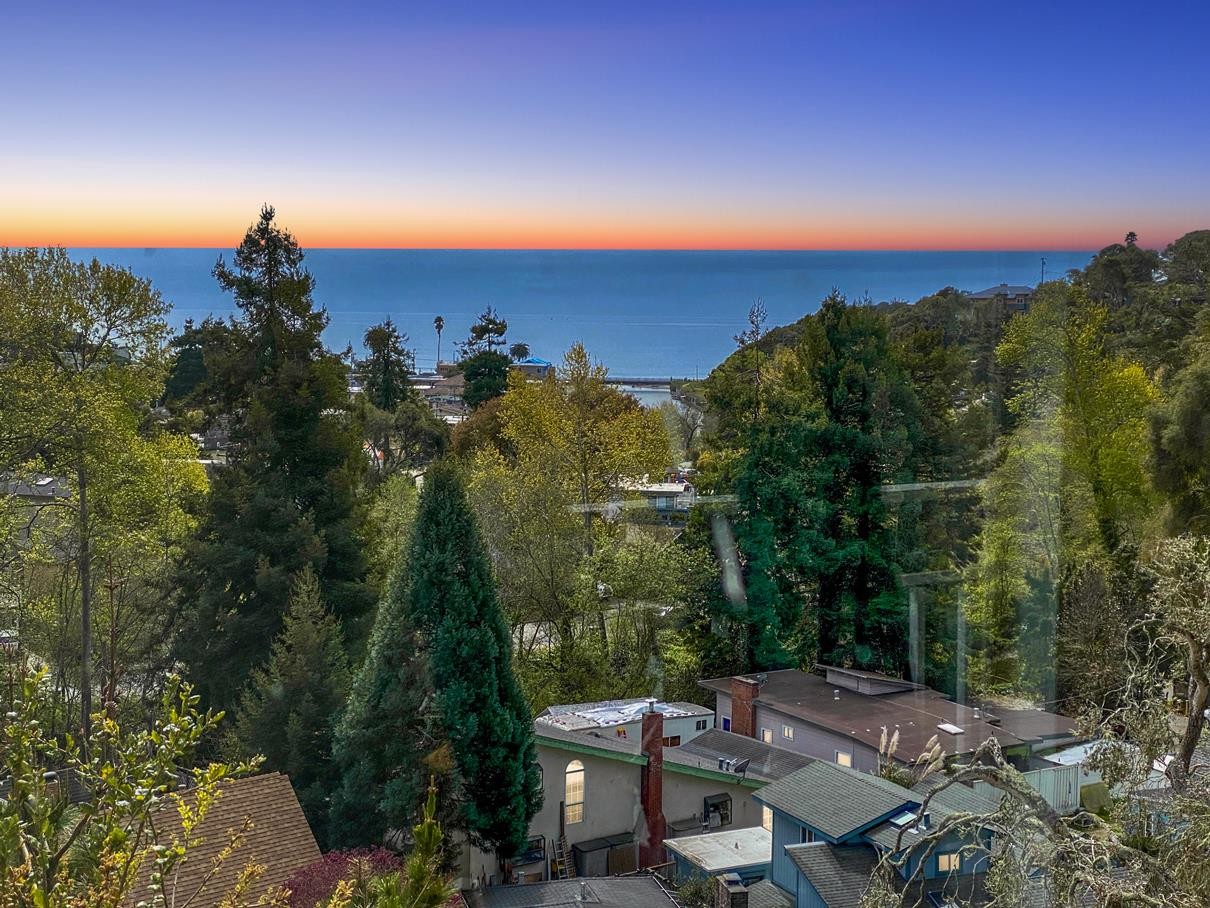 Detail Gallery Image 1 of 40 For 65 Seacliff Dr, Aptos,  CA 95003 - 3 Beds | 3 Baths