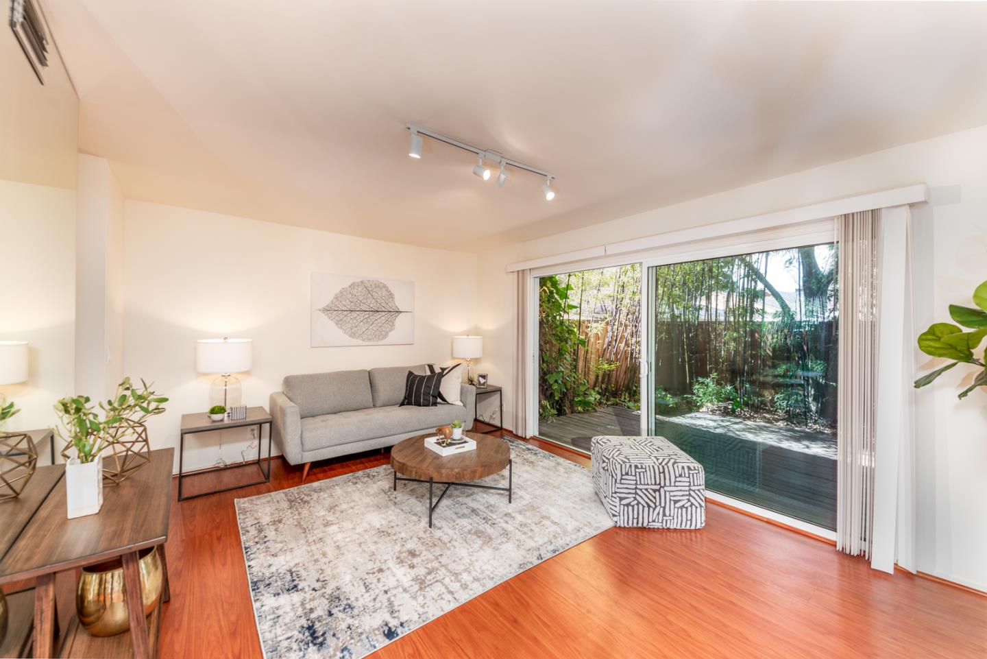 Detail Gallery Image 1 of 34 For 3150 Middlefield Rd, Palo Alto,  CA 94306 - 2 Beds   1/1 Baths