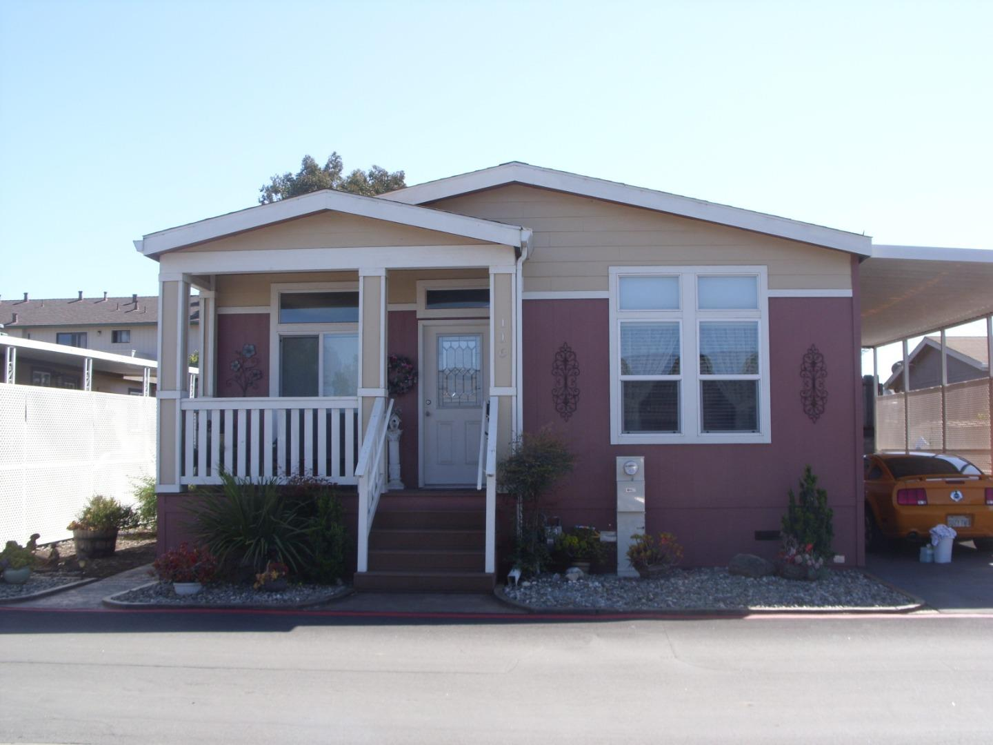 Detail Gallery Image 1 of 24 For 20 Russell Rd #116,  Salinas,  CA 93906 - 3 Beds | 2 Baths