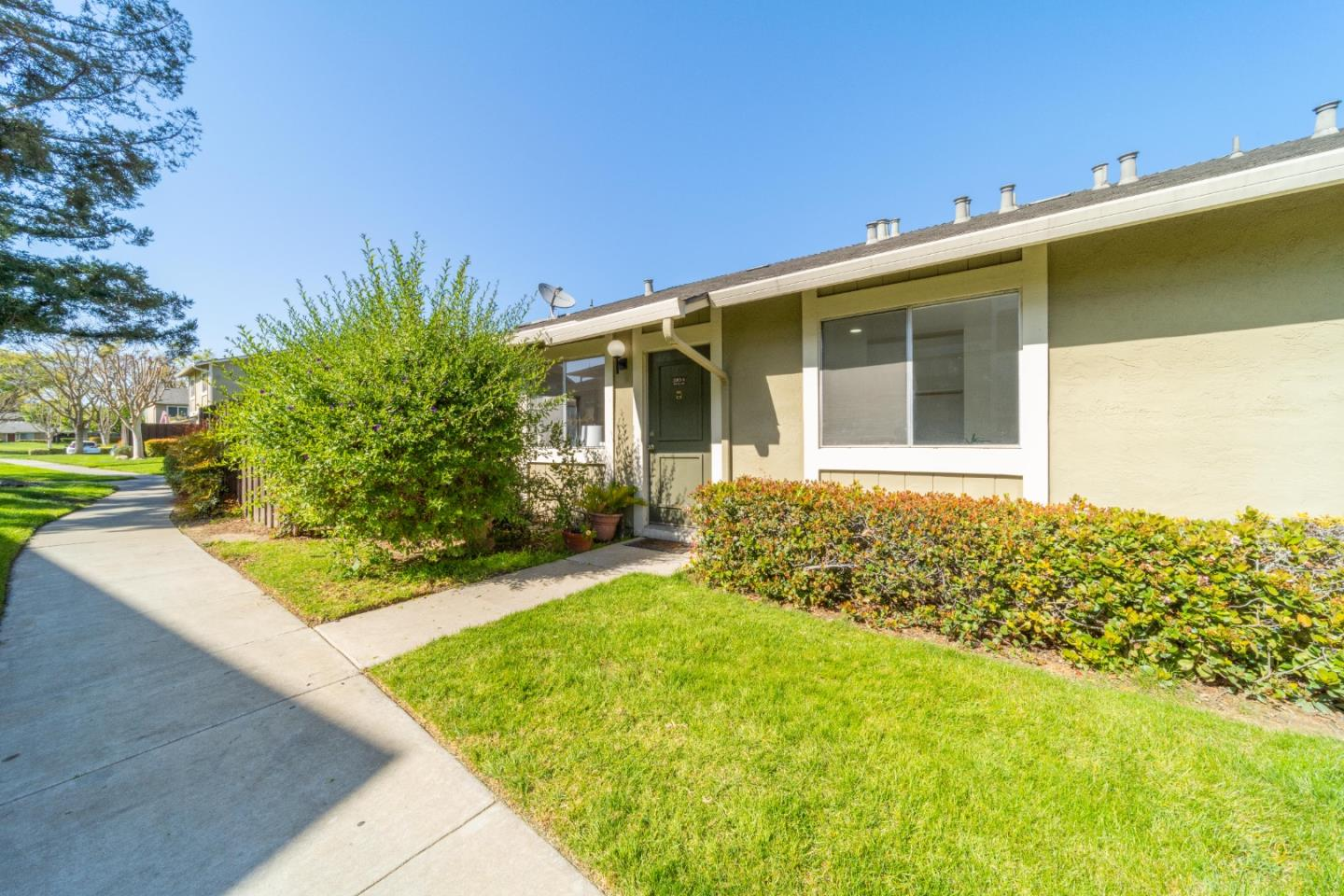 Detail Gallery Image 1 of 1 For 2263 Warfield Way #A,  San Jose,  CA 95122 - 2 Beds | 1 Baths
