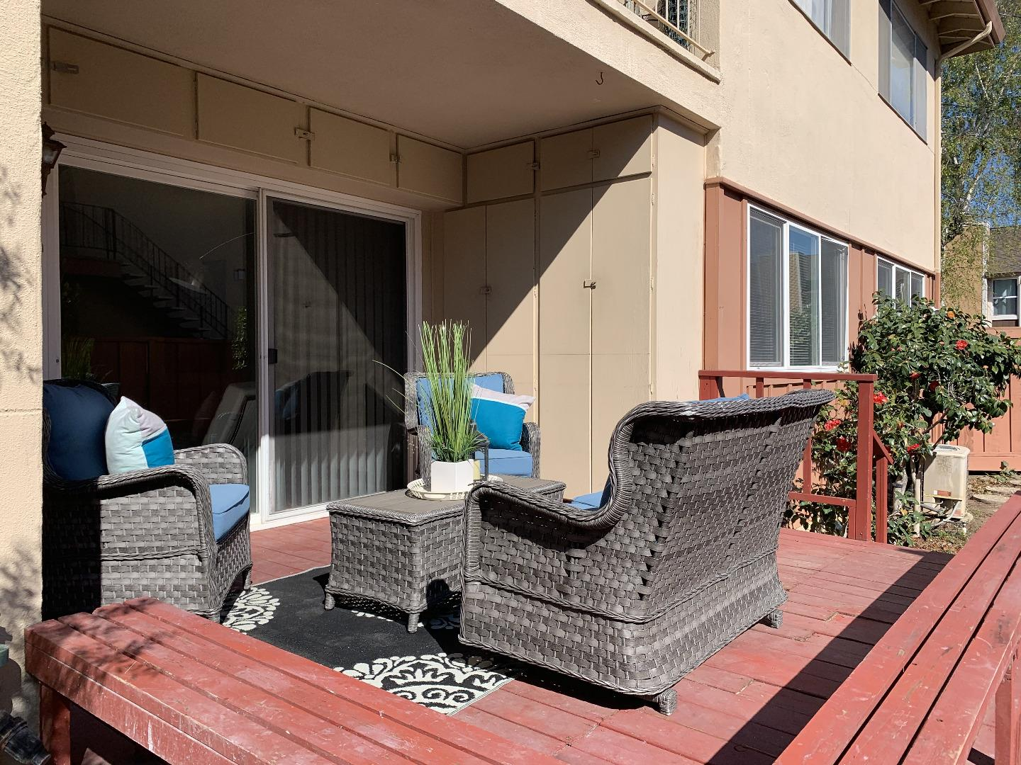 Detail Gallery Image 1 of 27 For 1337 Phelps Ave #5,  San Jose,  CA 95117 - 3 Beds | 2 Baths
