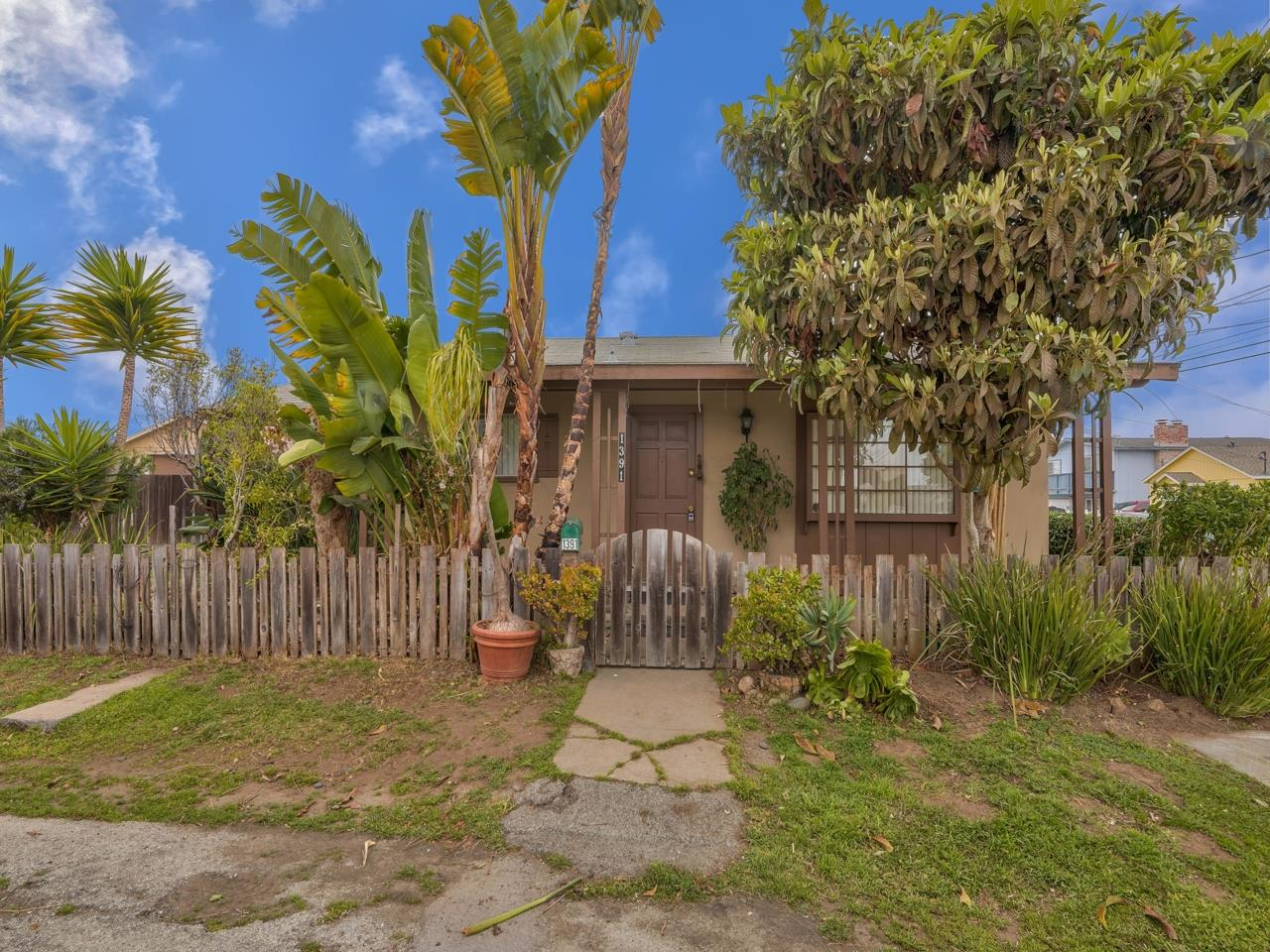 Detail Gallery Image 1 of 1 For 1391 Alhambra St, Seaside,  CA 93955 - 2 Beds   1 Baths