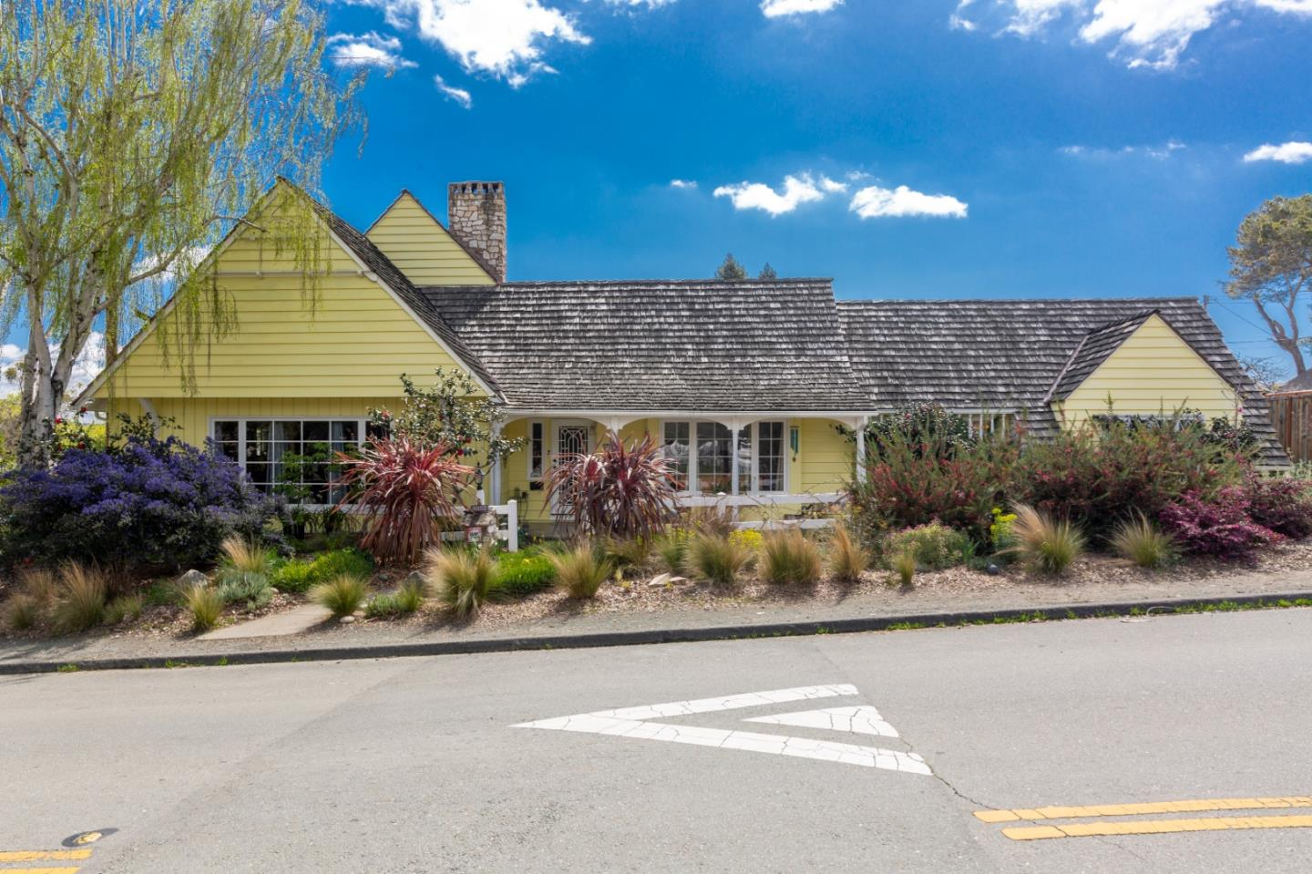 Detail Gallery Image 1 of 43 For 4853 Proctor Rd, Castro Valley,  CA 94546 - 3 Beds | 2/1 Baths