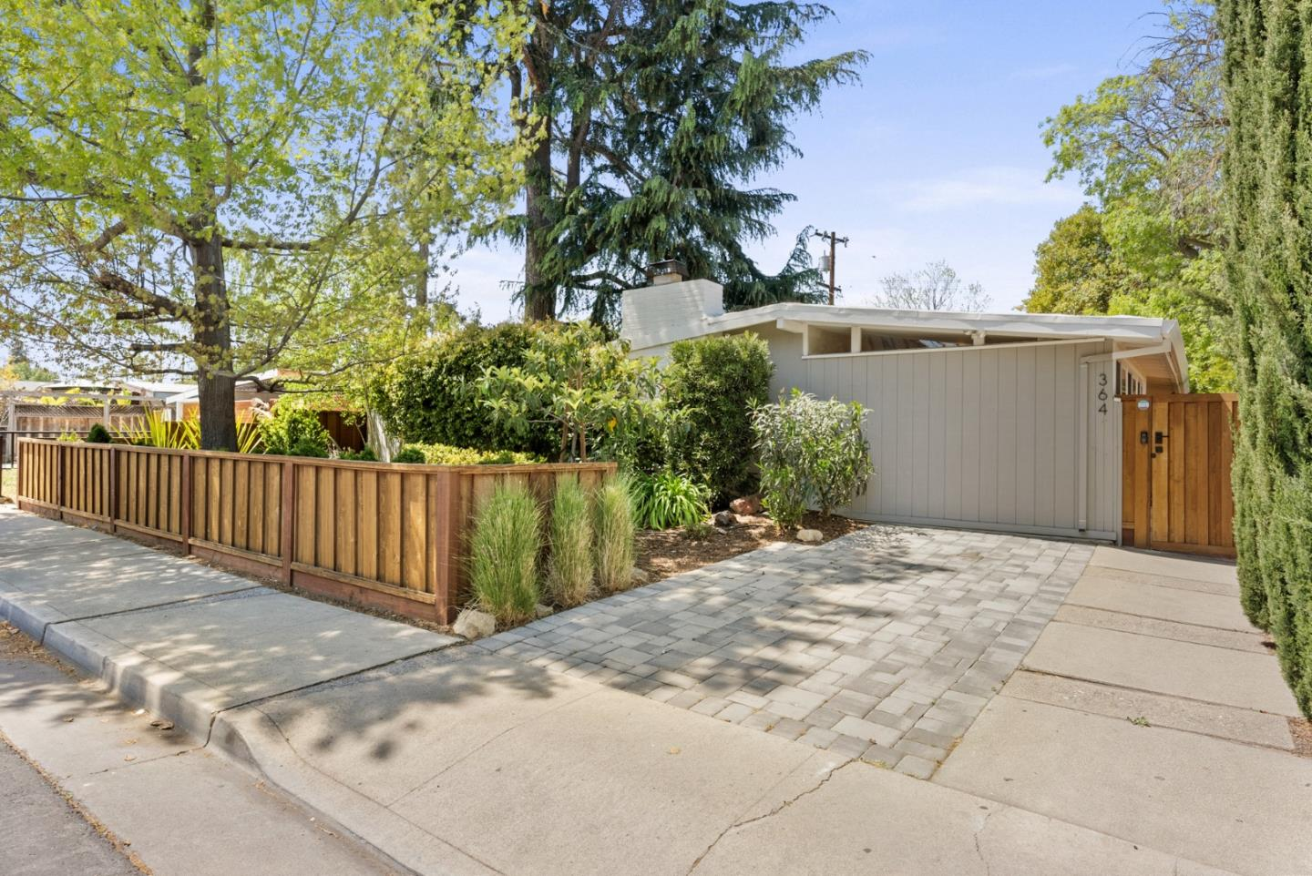 Detail Gallery Image 1 of 32 For 364 N Rengstorff Ave, Mountain View,  CA 94043 - 3 Beds | 2 Baths