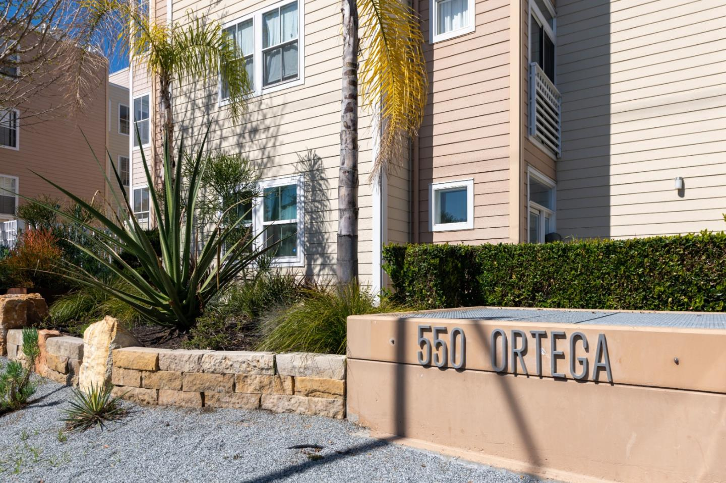 Detail Gallery Image 1 of 1 For 550 Ortega Ave #A213,  Mountain View,  CA 94040 - 2 Beds   2 Baths