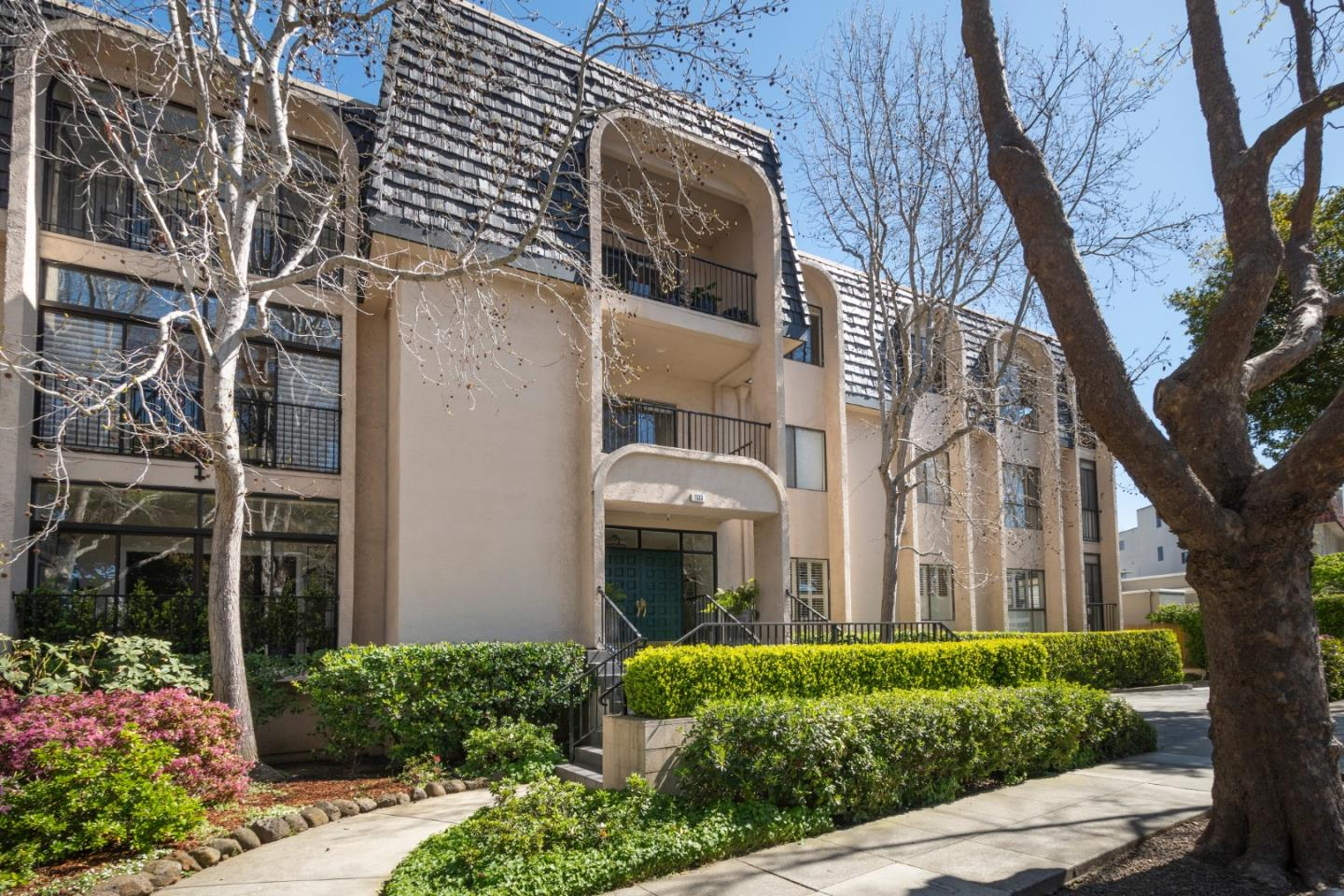 Detail Gallery Image 1 of 1 For 1133 Douglas Ave #301,  Burlingame,  CA 94010 - 2 Beds | 2 Baths