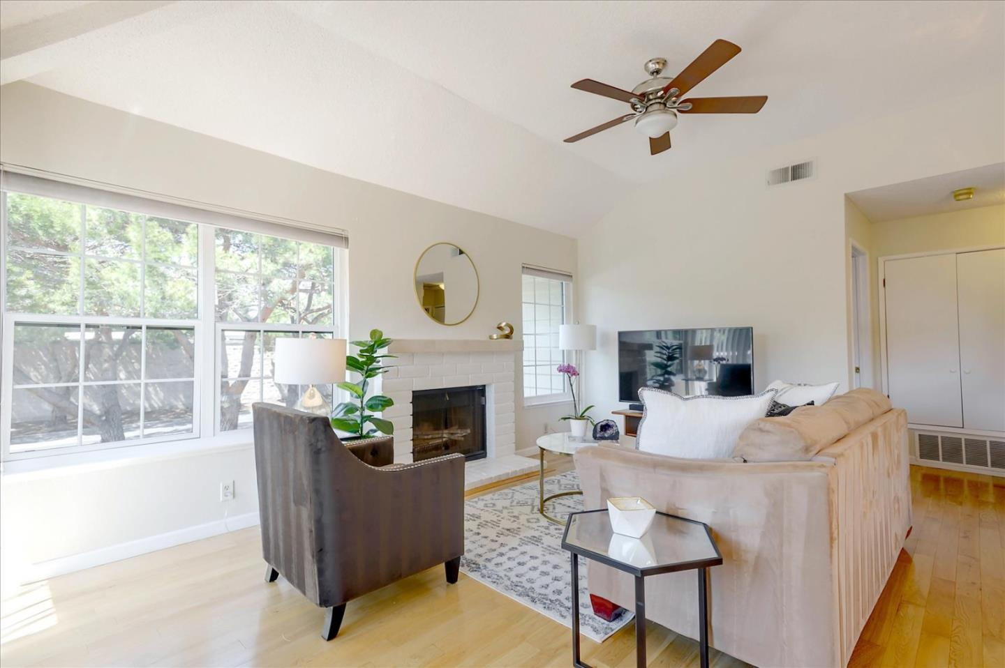 Detail Gallery Image 1 of 1 For 1502 Vista Del Sol, San Mateo,  CA 94404 - 1 Beds   1 Baths
