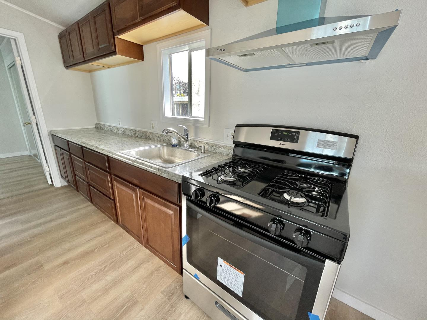 Detail Gallery Image 1 of 9 For 527 Mclaughlin Ave #310,  San Jose,  CA 95116 - 1 Beds | 1 Baths