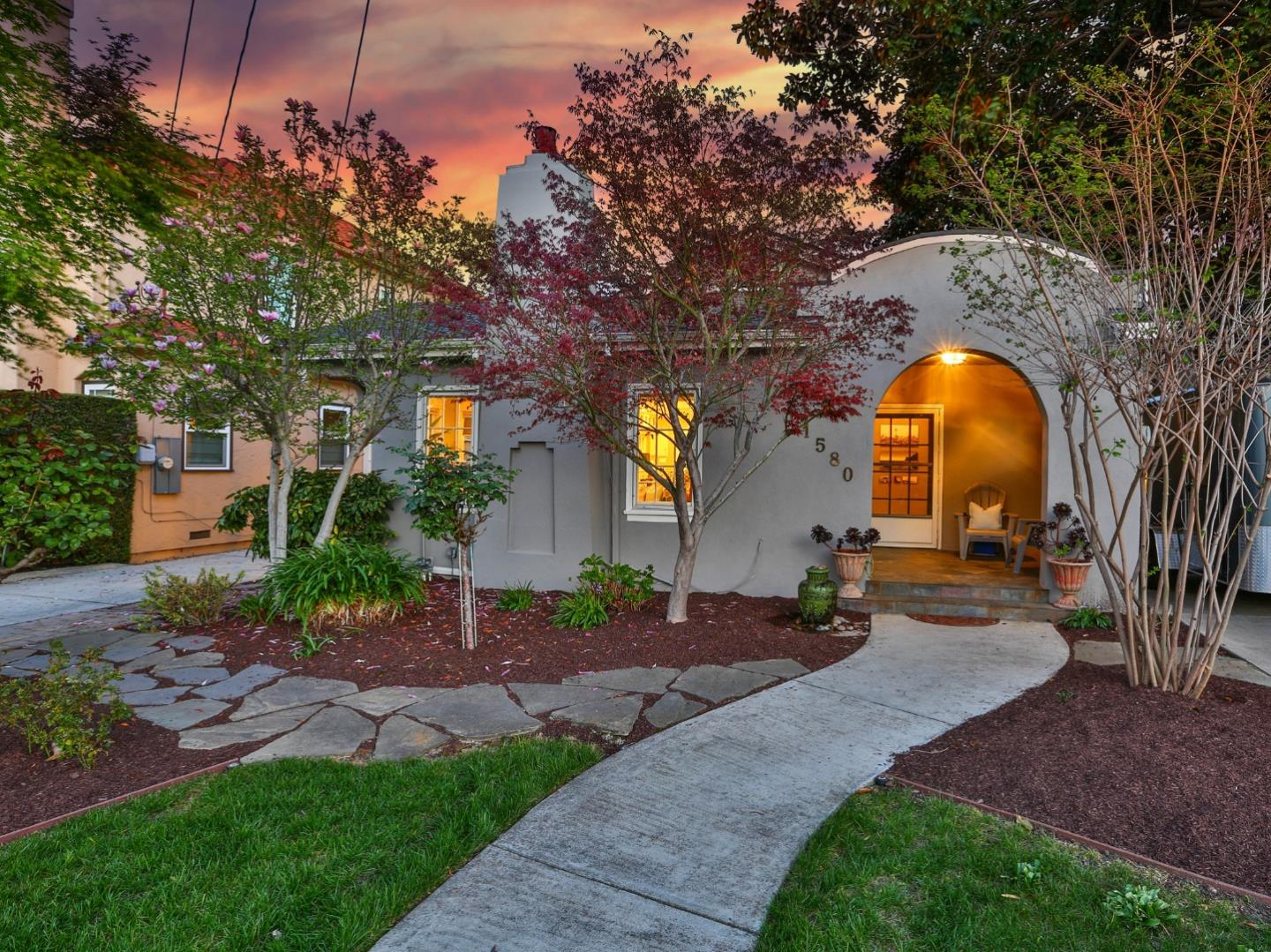 Detail Gallery Image 1 of 45 For 1580 Hanchett Ave, San Jose,  CA 95126 - 3 Beds | 2 Baths