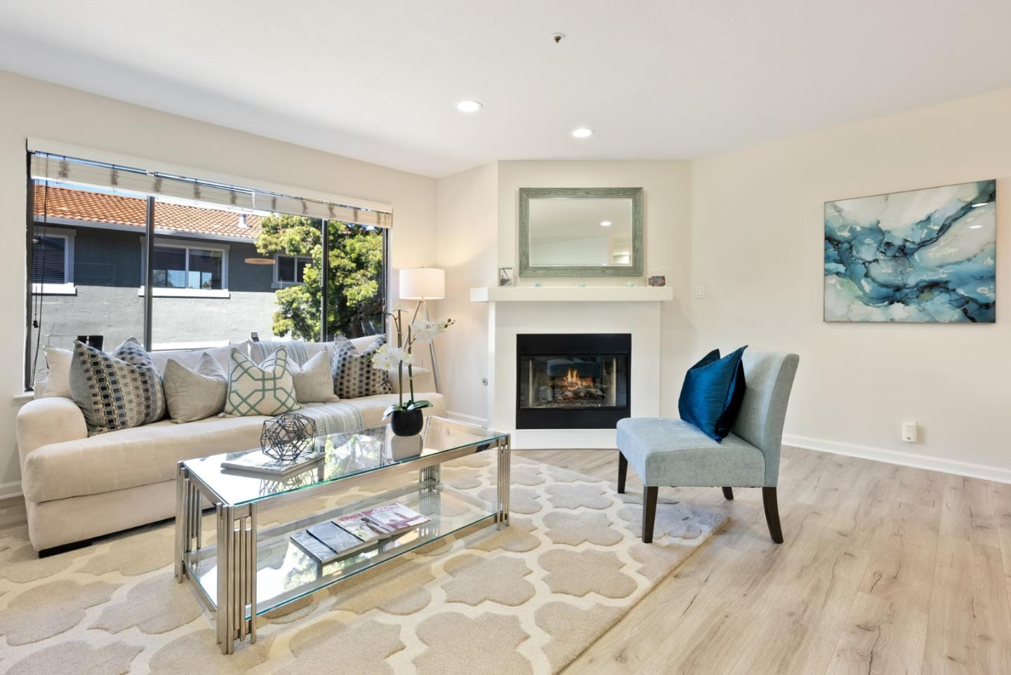 Detail Gallery Image 1 of 31 For 129 Crescent Ave, Sunnyvale,  CA 94087 - 2 Beds | 2/1 Baths