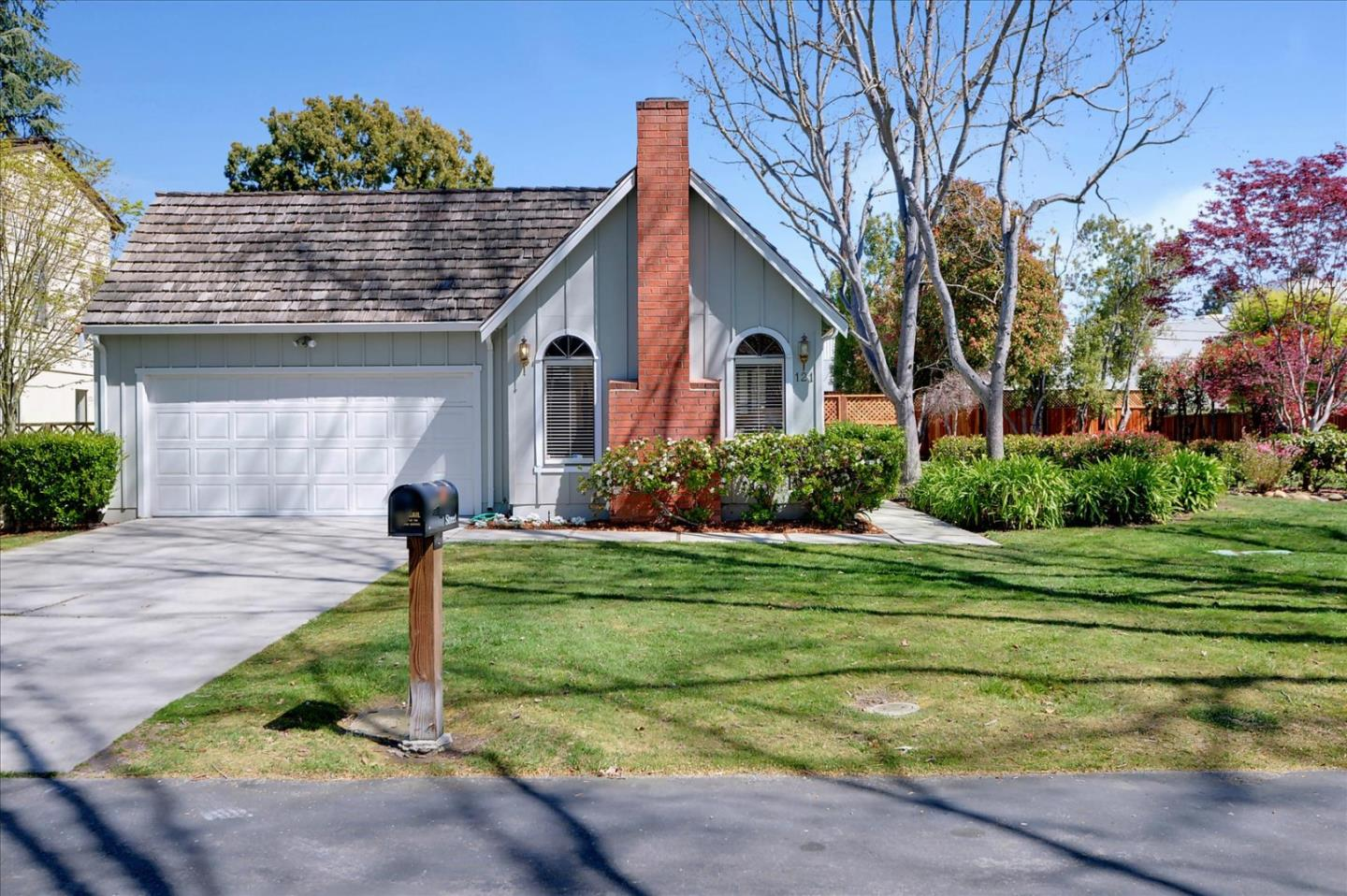 Detail Gallery Image 1 of 1 For 121 Post St, Mountain View,  CA 94040 - 3 Beds   2 Baths