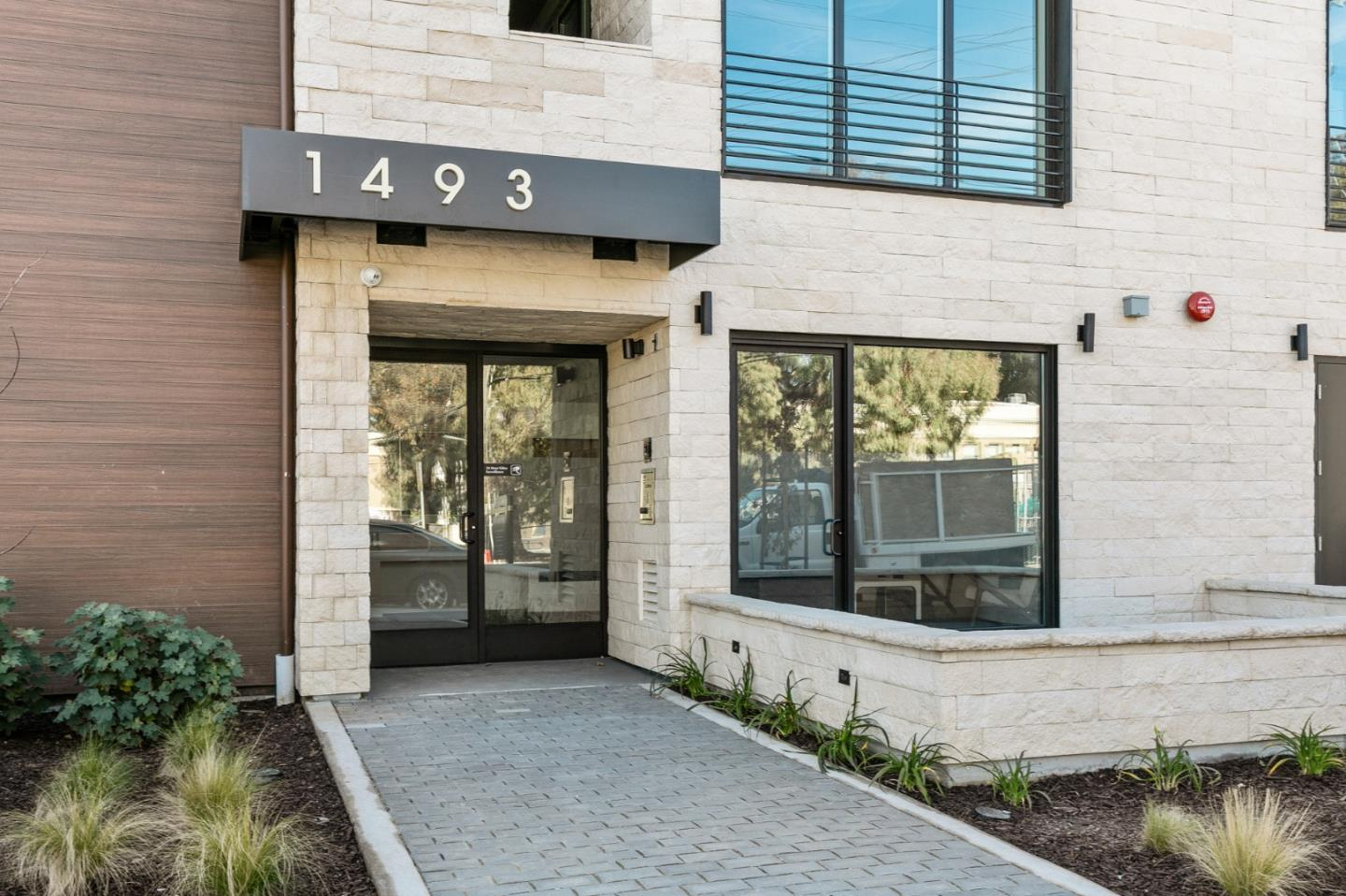 Detail Gallery Image 1 of 7 For 1493 Oak Grove Ave #201,  Burlingame,  CA 94010 - 2 Beds | 2 Baths