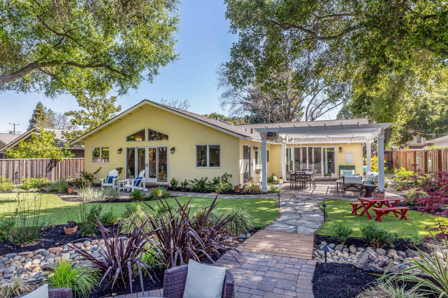 Detail Gallery Image 1 of 1 For 1582 Siesta Dr, Los Altos,  CA 94024 - 5 Beds | 2/1 Baths