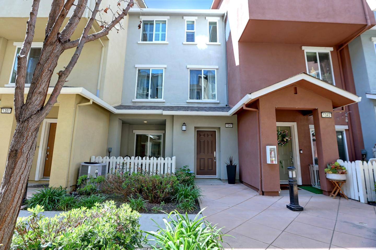 Detail Gallery Image 1 of 1 For 1347 De Altura, San Jose,  CA 95126 - 2 Beds | 2/1 Baths