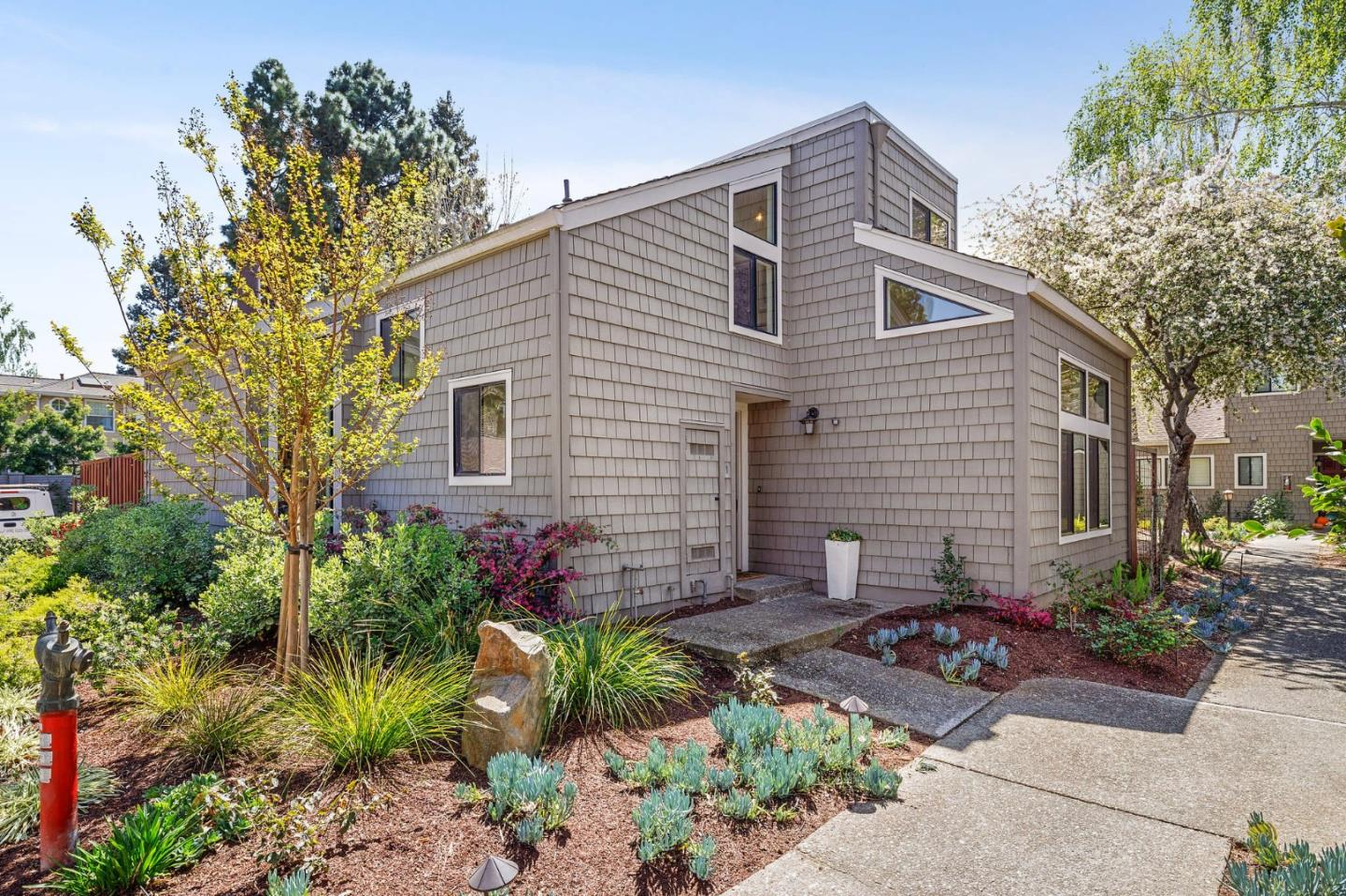 Detail Gallery Image 1 of 1 For 2080 Marich Way #1,  Mountain View,  CA 94040 - 2 Beds | 2 Baths