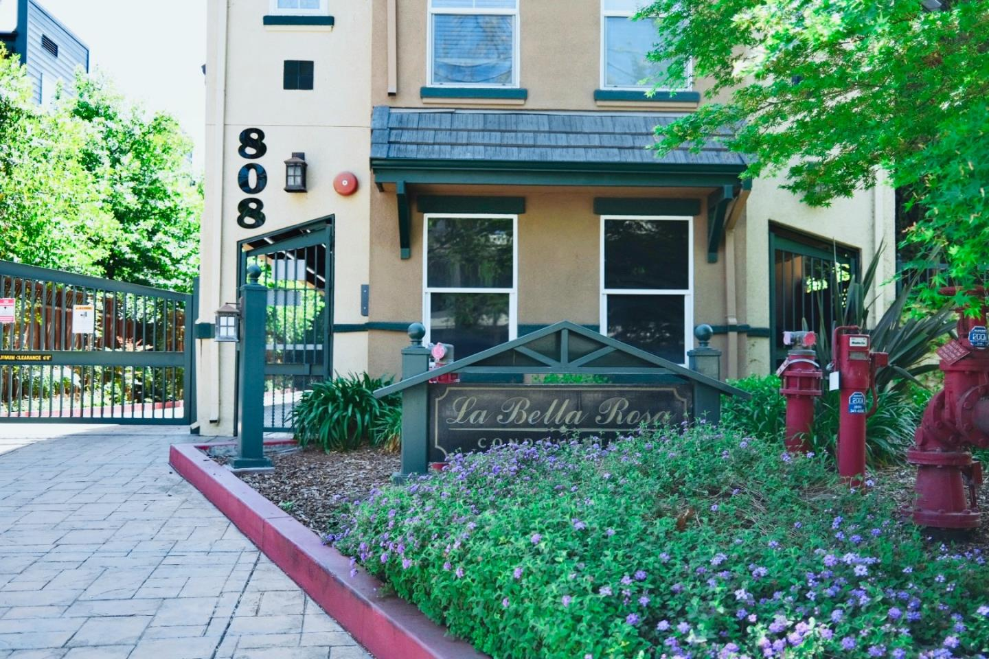 Detail Gallery Image 1 of 33 For 808 Lenzen Ave #121,  San Jose,  CA 95126 - 2 Beds | 2/1 Baths
