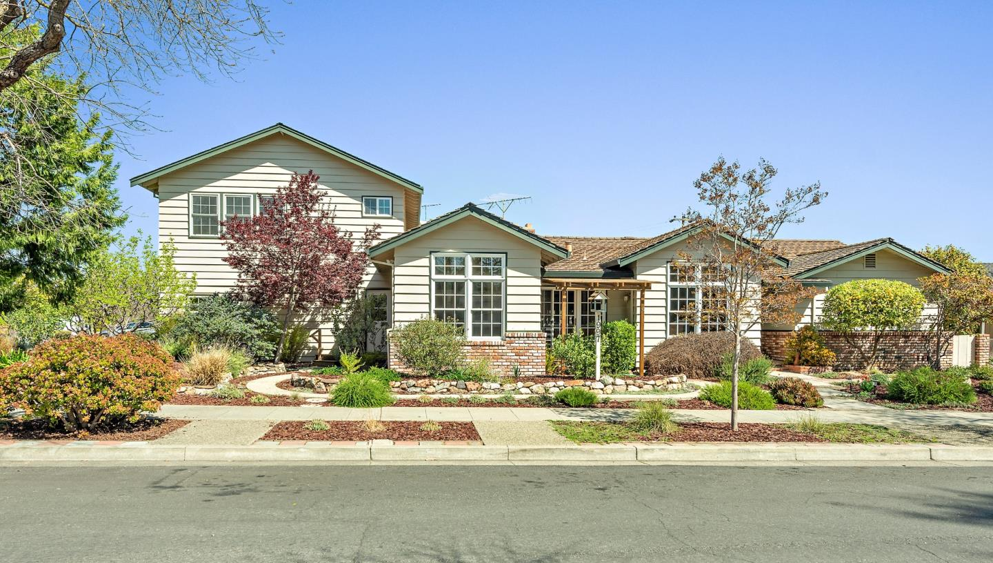 Detail Gallery Image 1 of 38 For 1997 Borchers Dr, San Jose,  CA 95124 - 4 Beds | 3/1 Baths