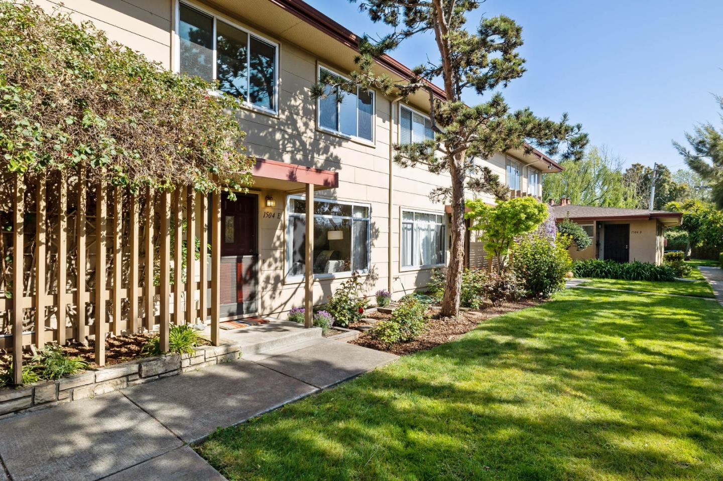 Detail Gallery Image 1 of 40 For 1504 Day Ave #E,  San Mateo,  CA 94403 - 3 Beds | 1 Baths